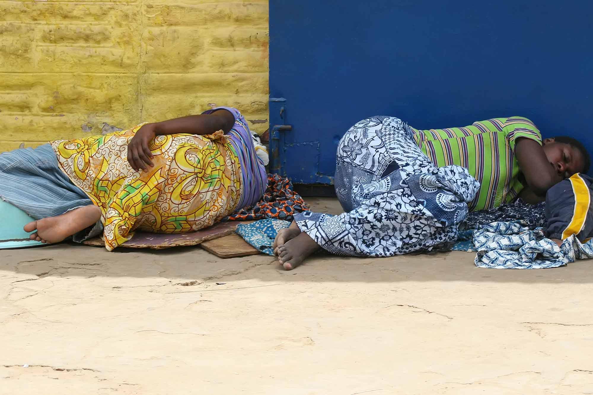 sleeping-wmen-accra-ghana-africa