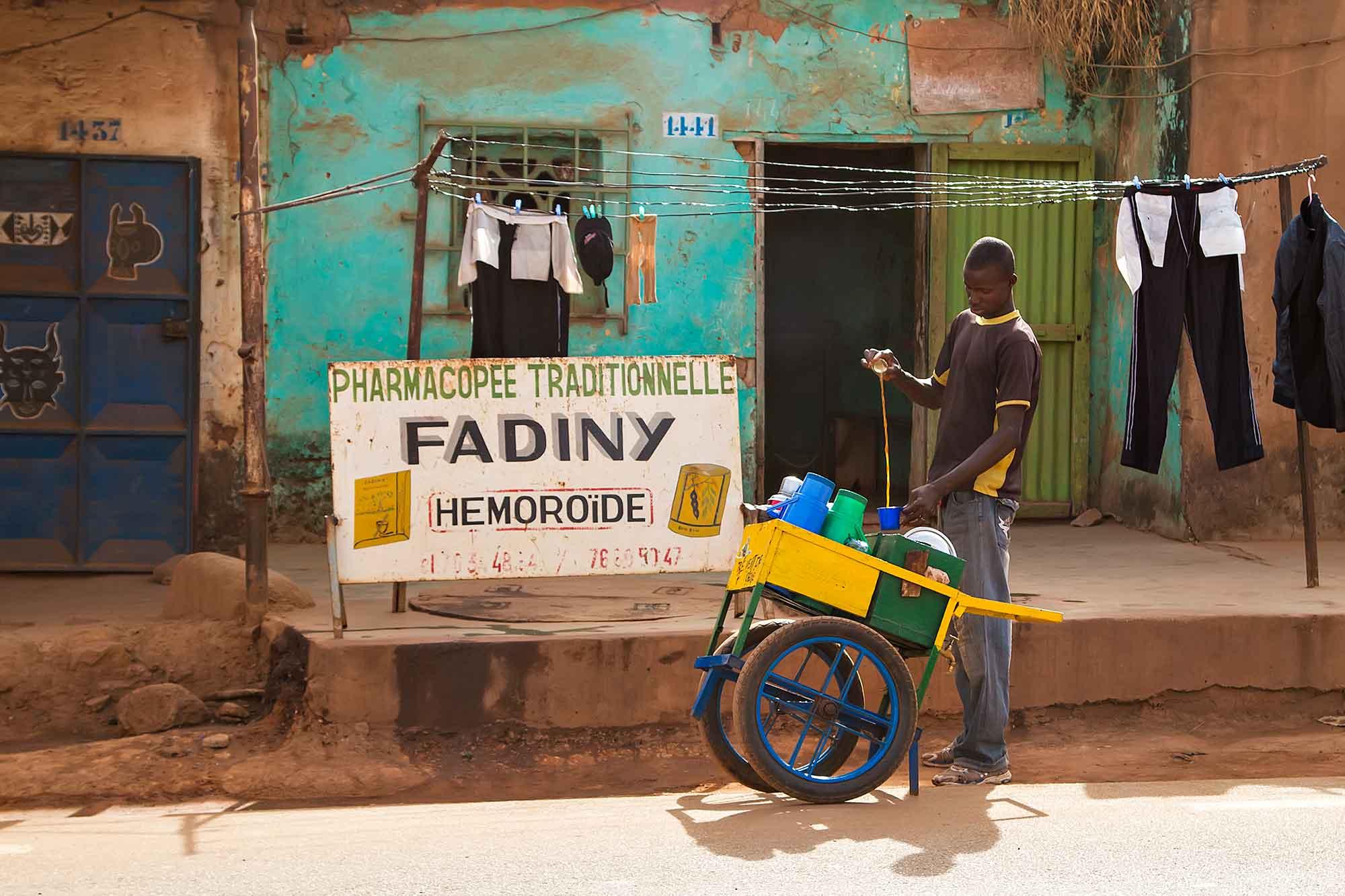 street-vendor-bobo-dioulasso-burkina-faso-africa