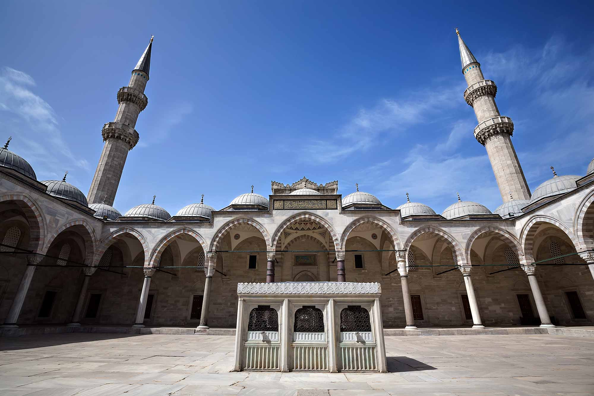 The Courtyard of Süleymaniye Mosque in Istanbul, Turkey. © Ulli Maier & Nisa Maier