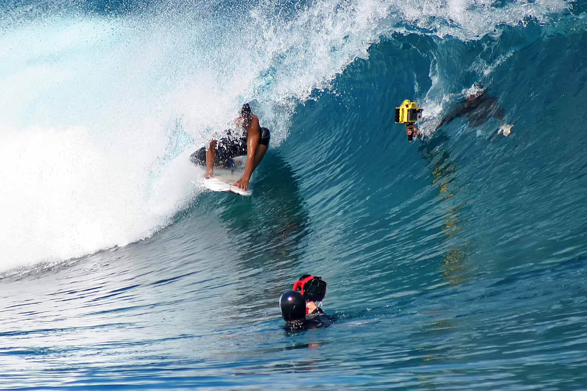 surfer-camera-man-teahupoo-tahiti-french-polynesia