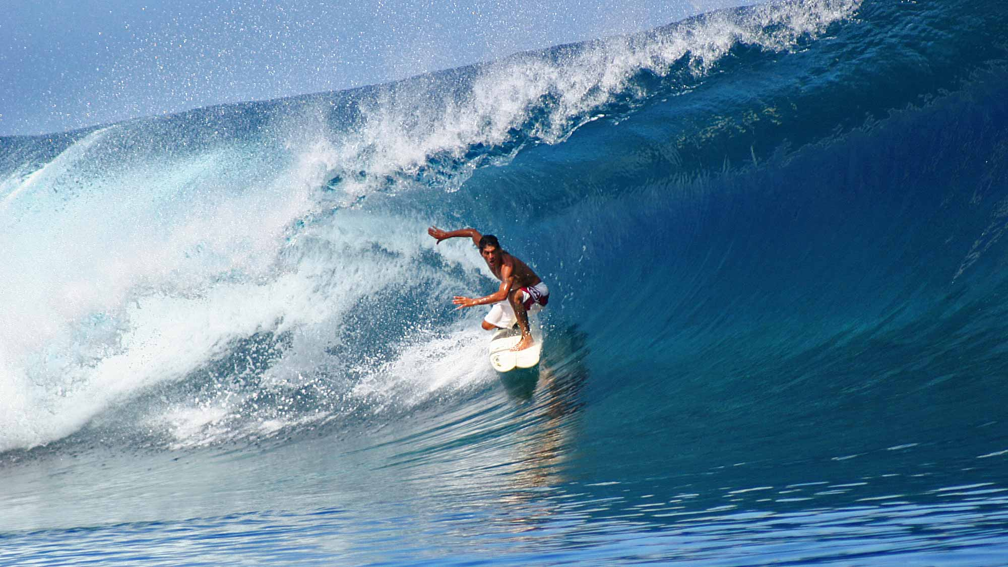 surfer-perfect-wave-teahupoo-tahiti-featured-1