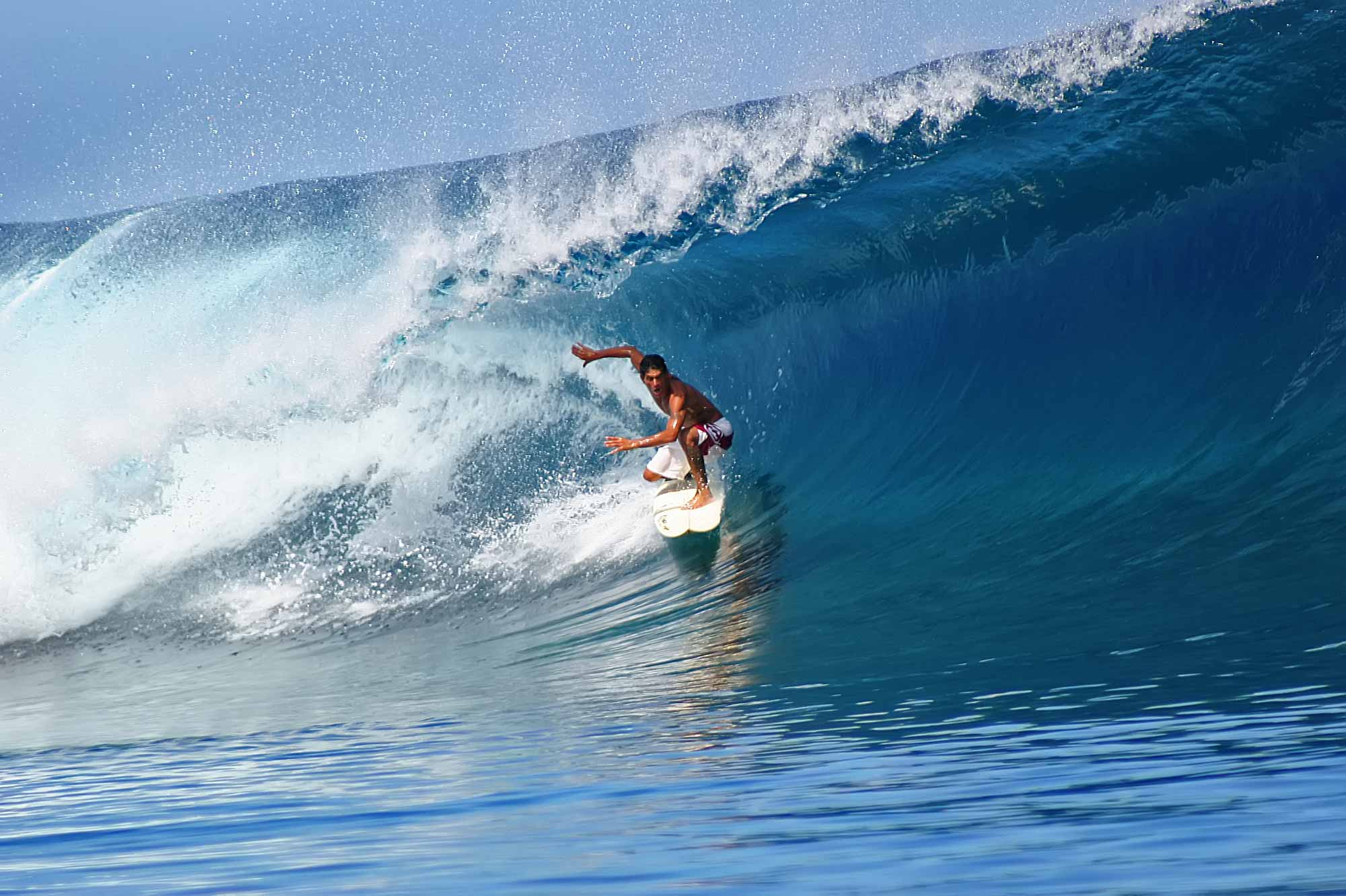 surfer-perfect-wave-teahupoo-tahiti