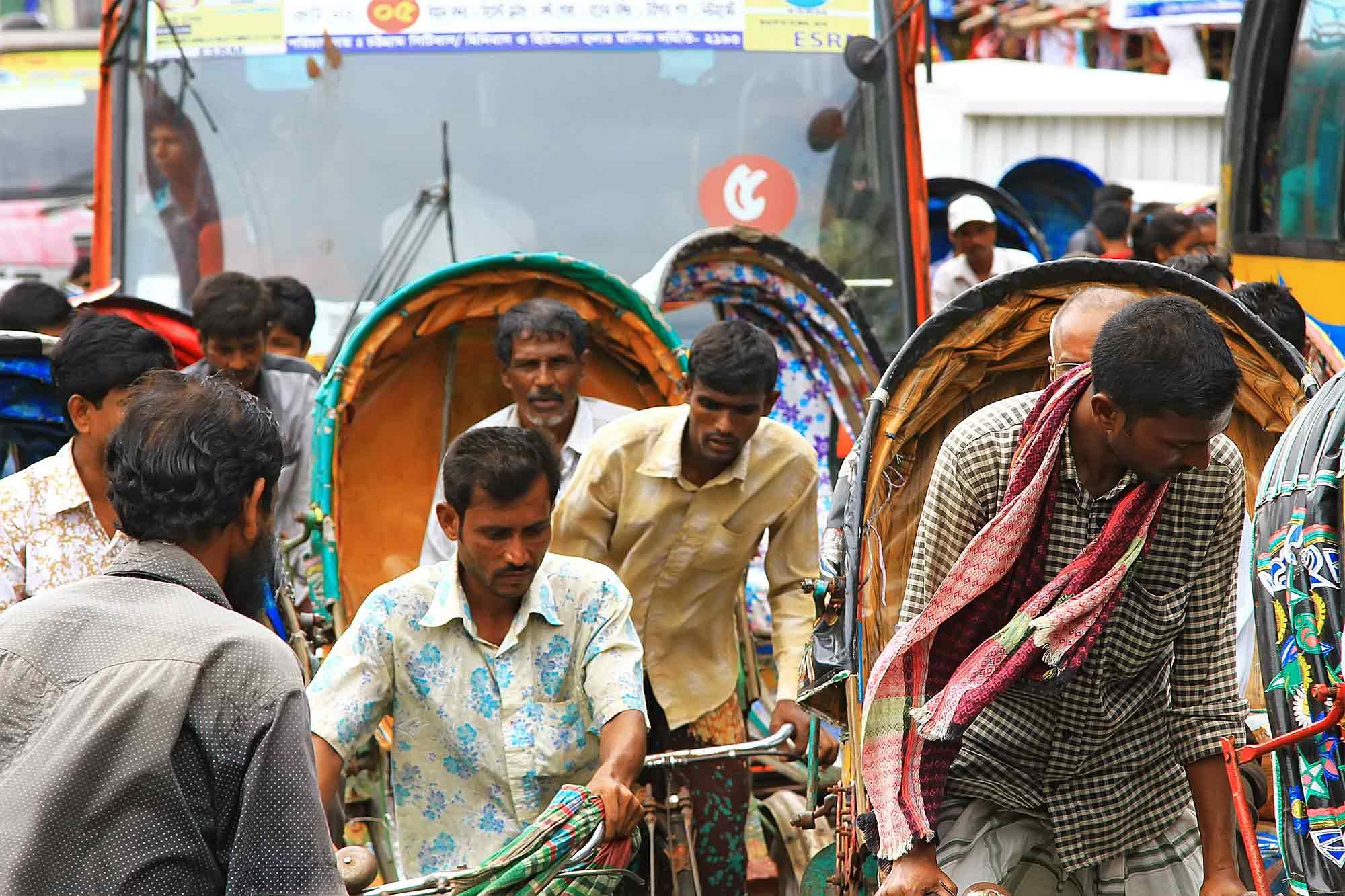Rikscha traffic in Dhaka. © Ulli Maier & Nisa Maier
