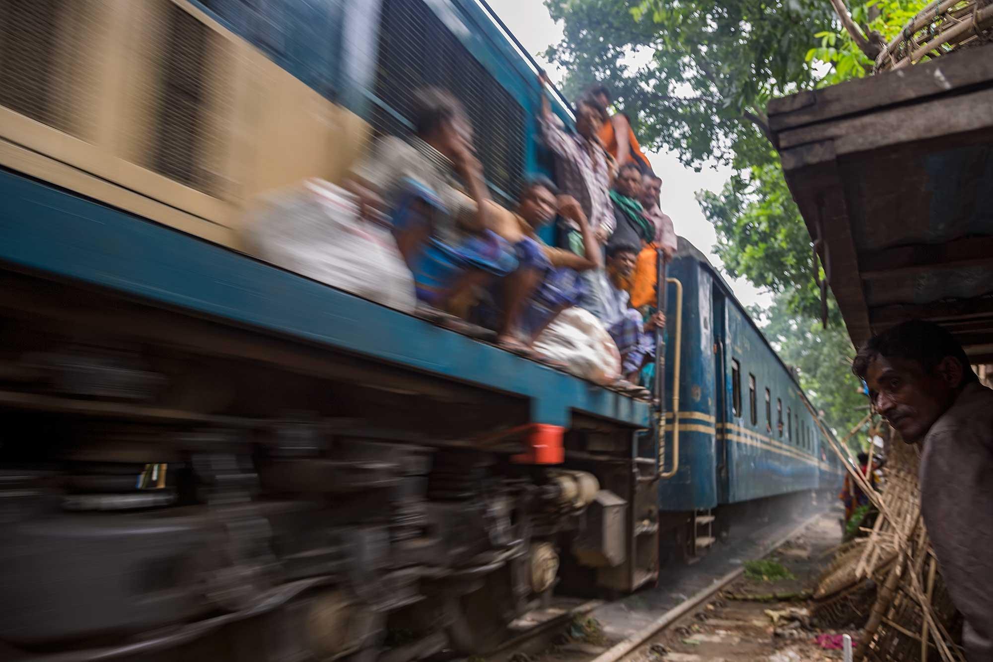 Train passing through Dhaka's shanty town area, Bangladesh. © Ulli Maier & Nisa Maier