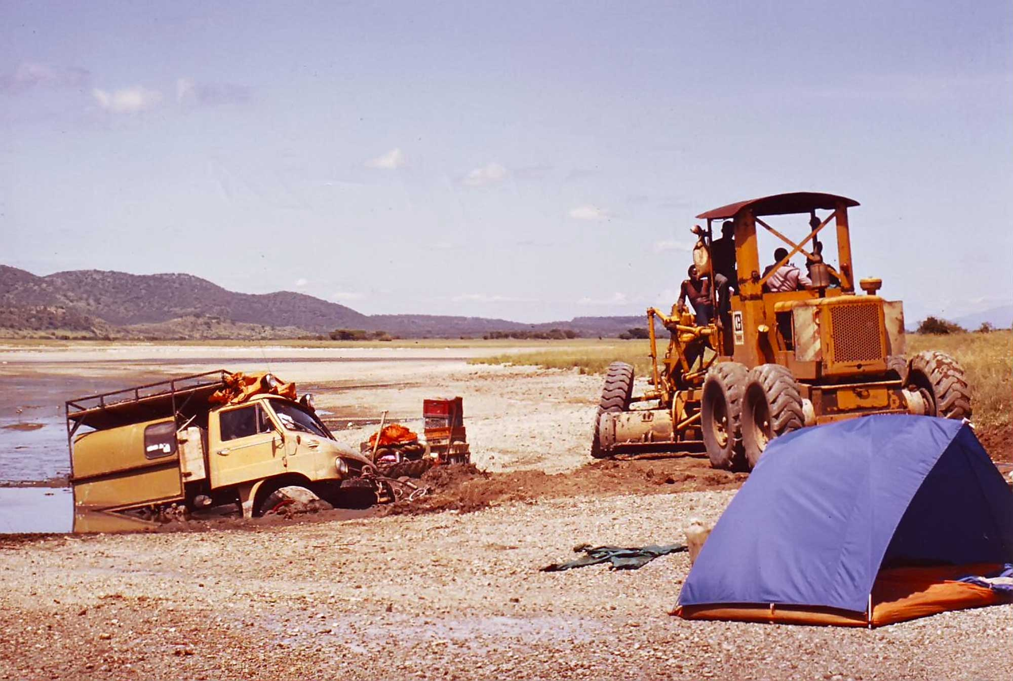 unimog-stuck-lake-magadi-kenya-africa