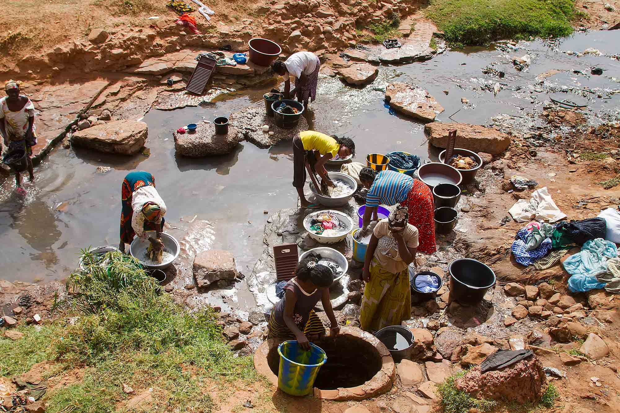 women-washing-river-bobodioulasso-burkina-faso-africa