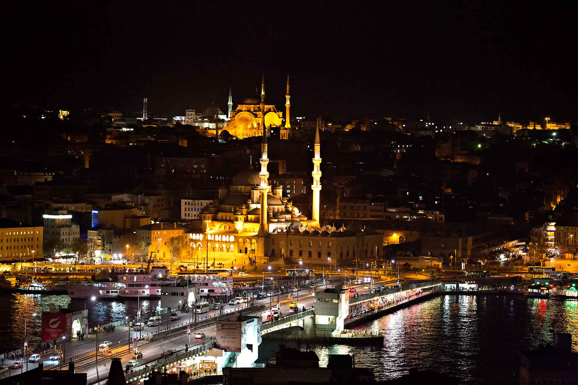 Istanbul's skyline at night. © Ulli Maier & Nisa Maier