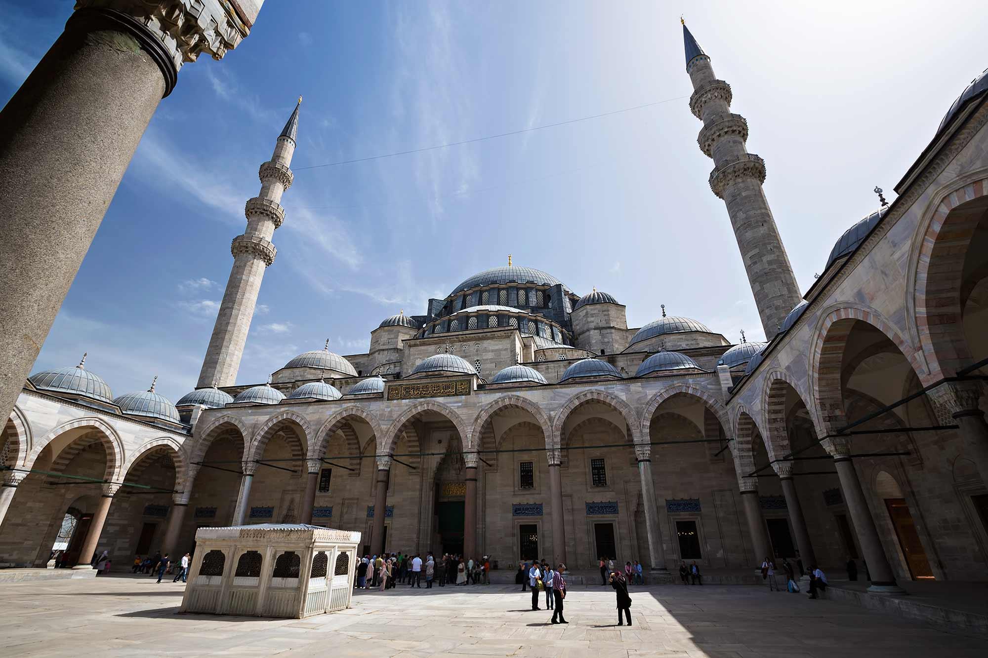 Süleymaniye Mosque in Istanbul, Turkey. © Ulli Maier & Nisa Maier