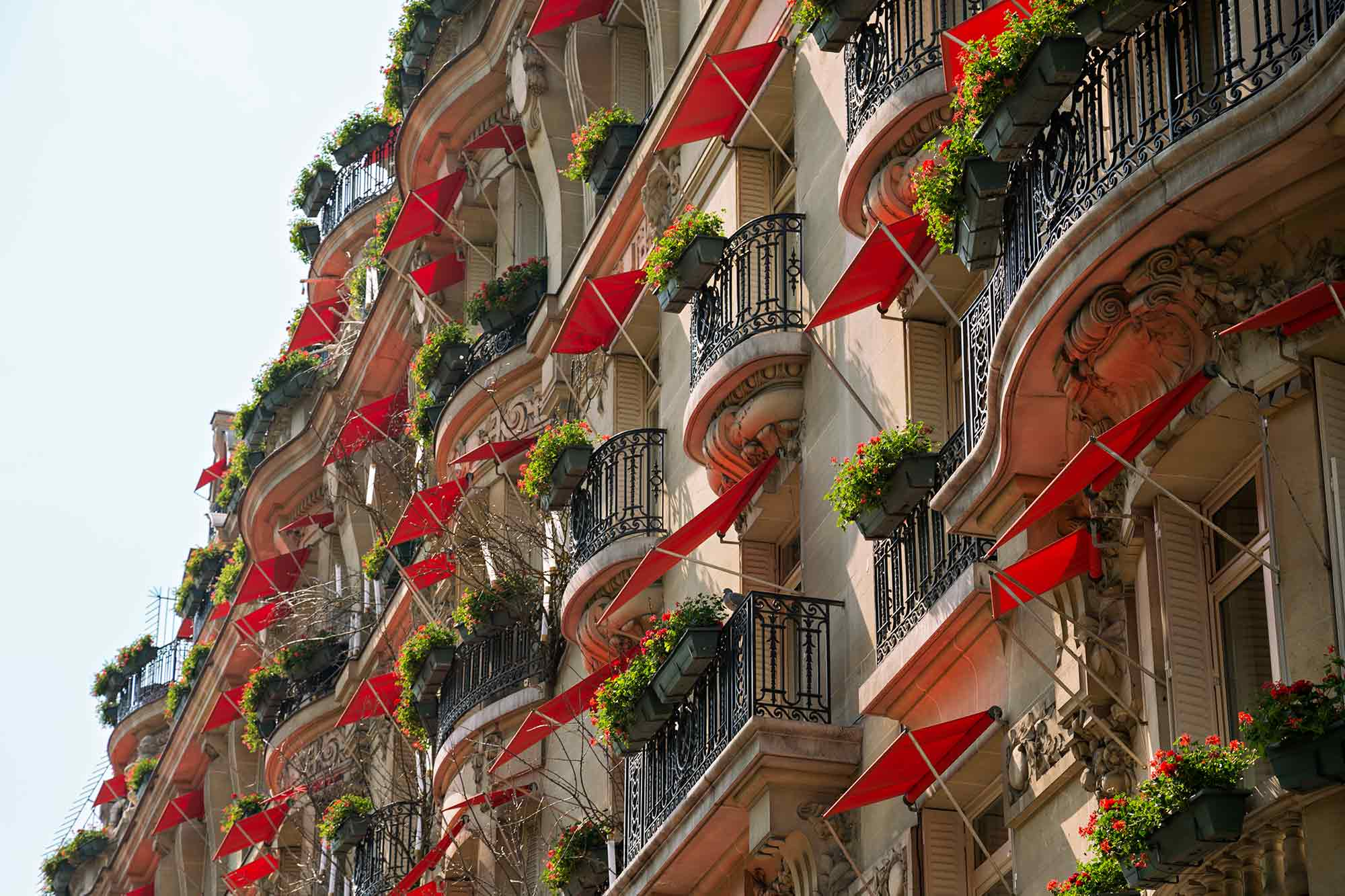 A hotel facade near Champs-Élysées in Paris, France. © Ulli Maier & Nisa Maier