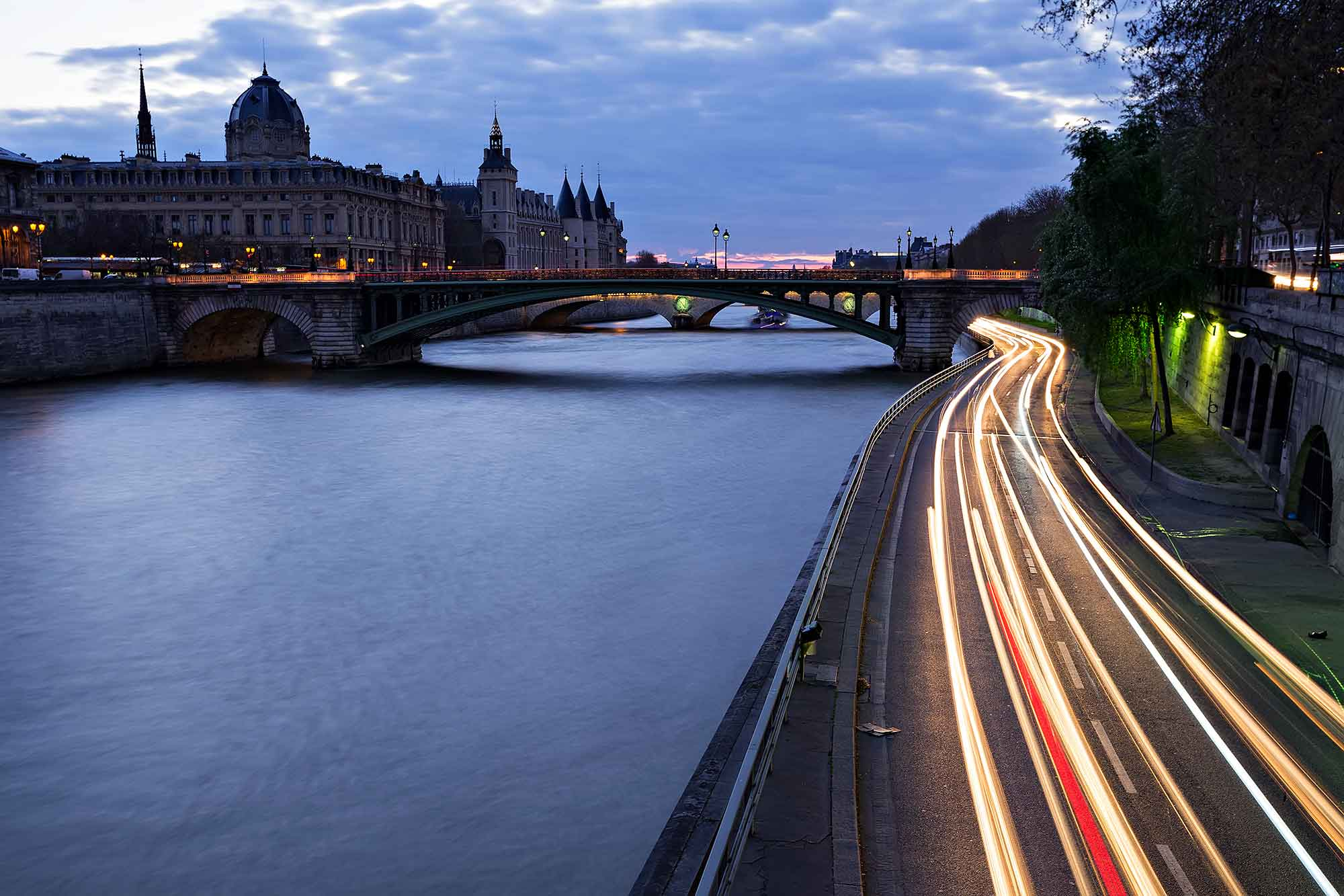 Traffic & Seine in Paris, France. © Ulli Maier & Nisa Maier