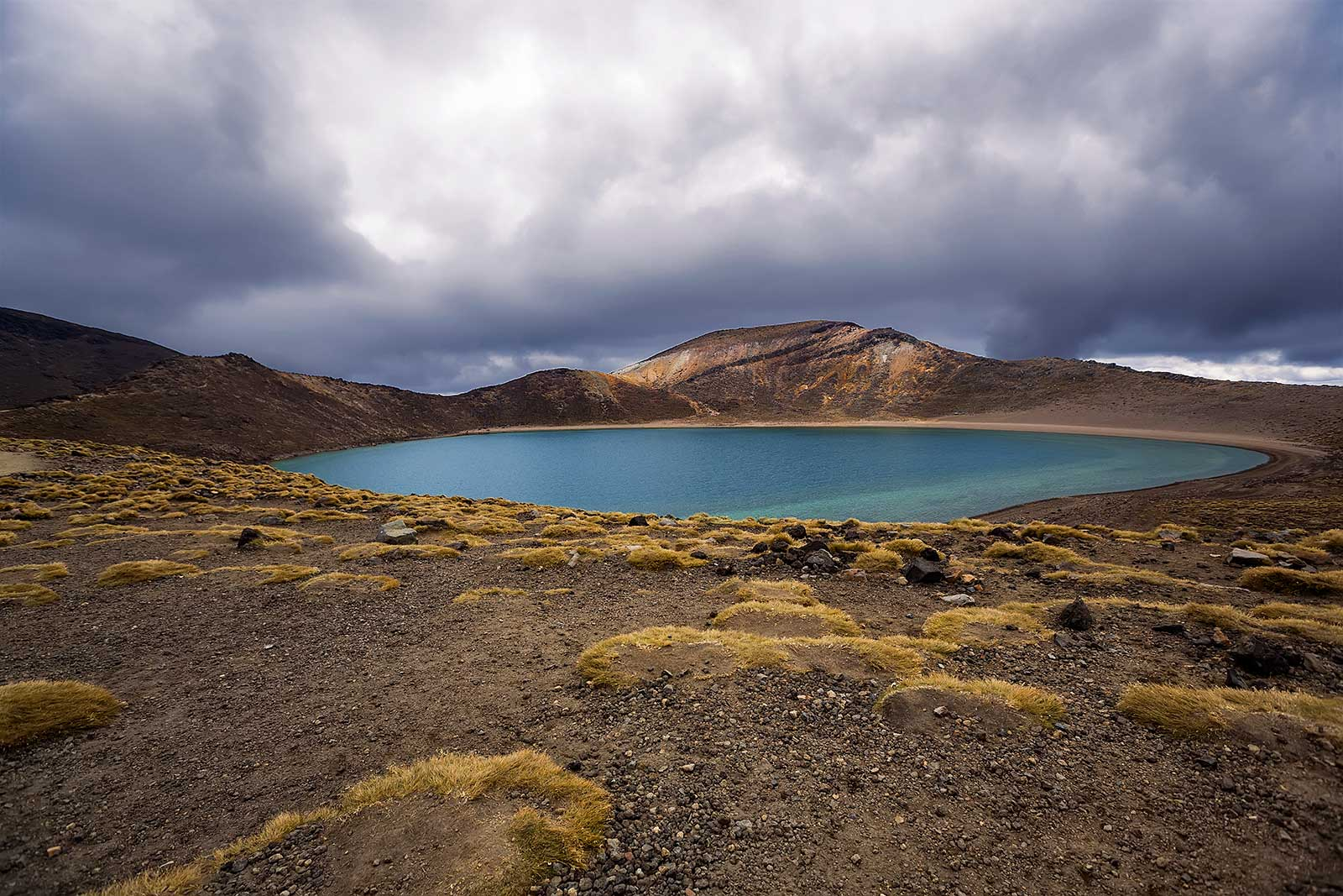 tongariro-alpine-crossing-blue-lake-new-zealand