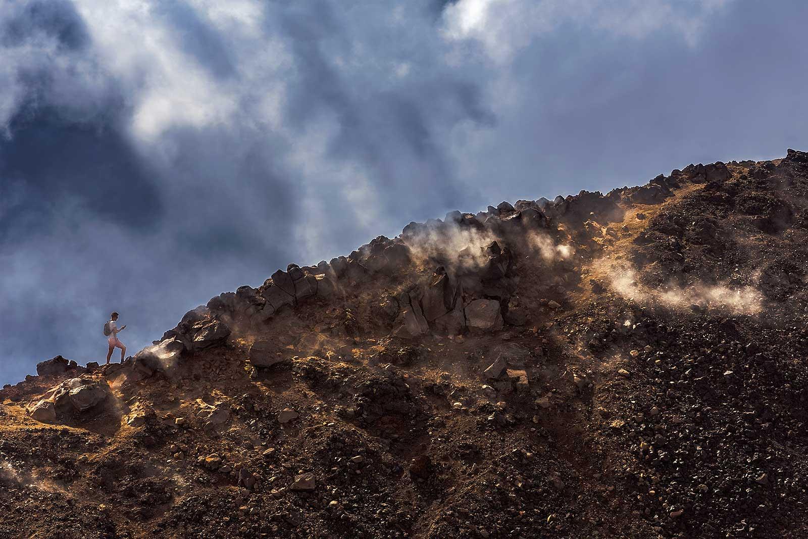 tongariro-alpine-crossing-mount-doom-new-zealand