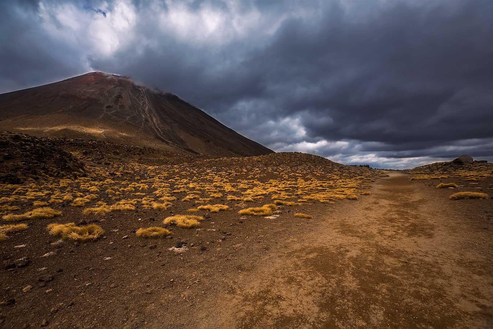 tongariro-alpine-crossing-mt-ngauruhoe-new-zealand