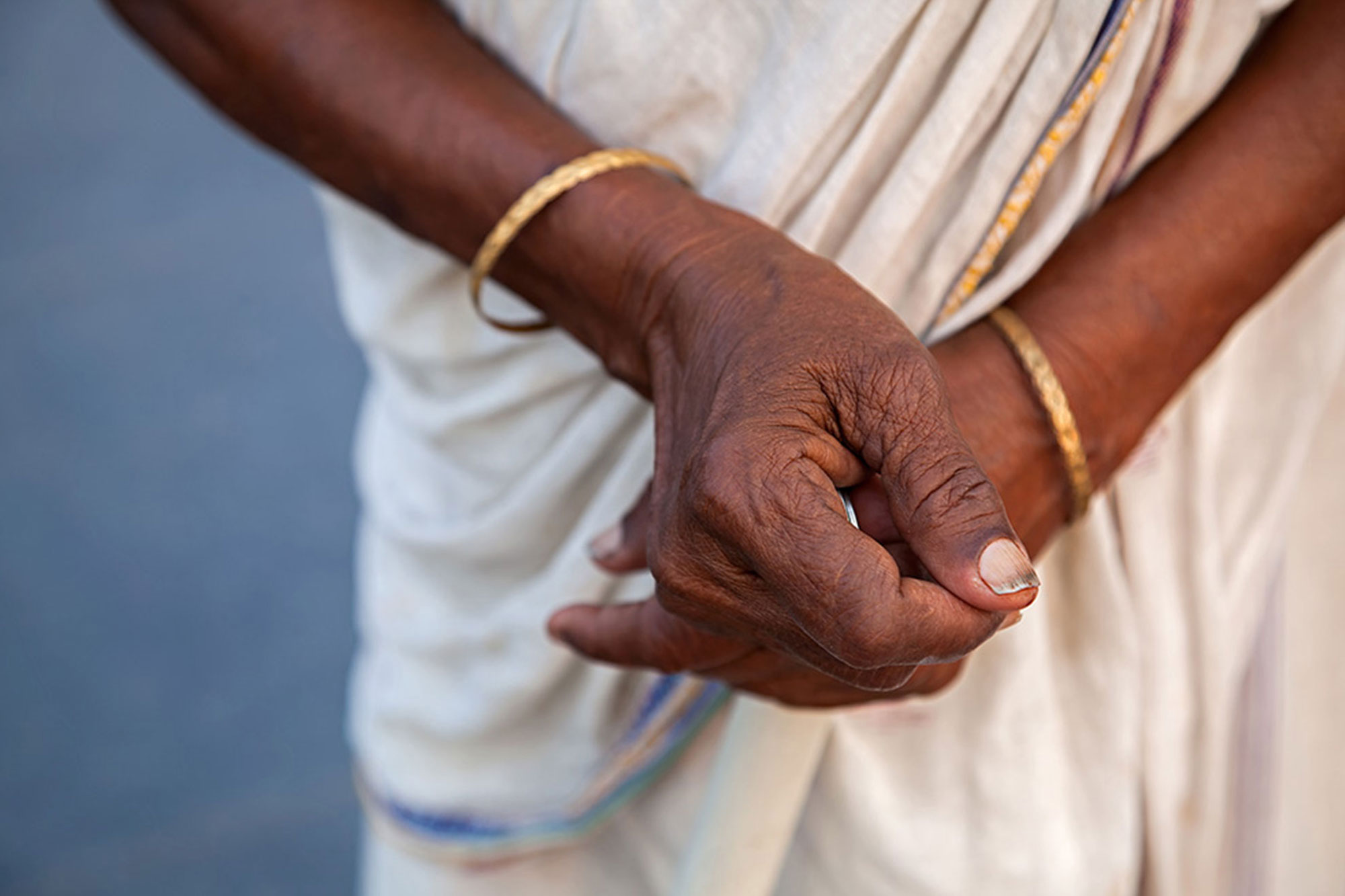 Hands of a woman in Kolkata, India. © Ulli Maier & Nisa Maier
