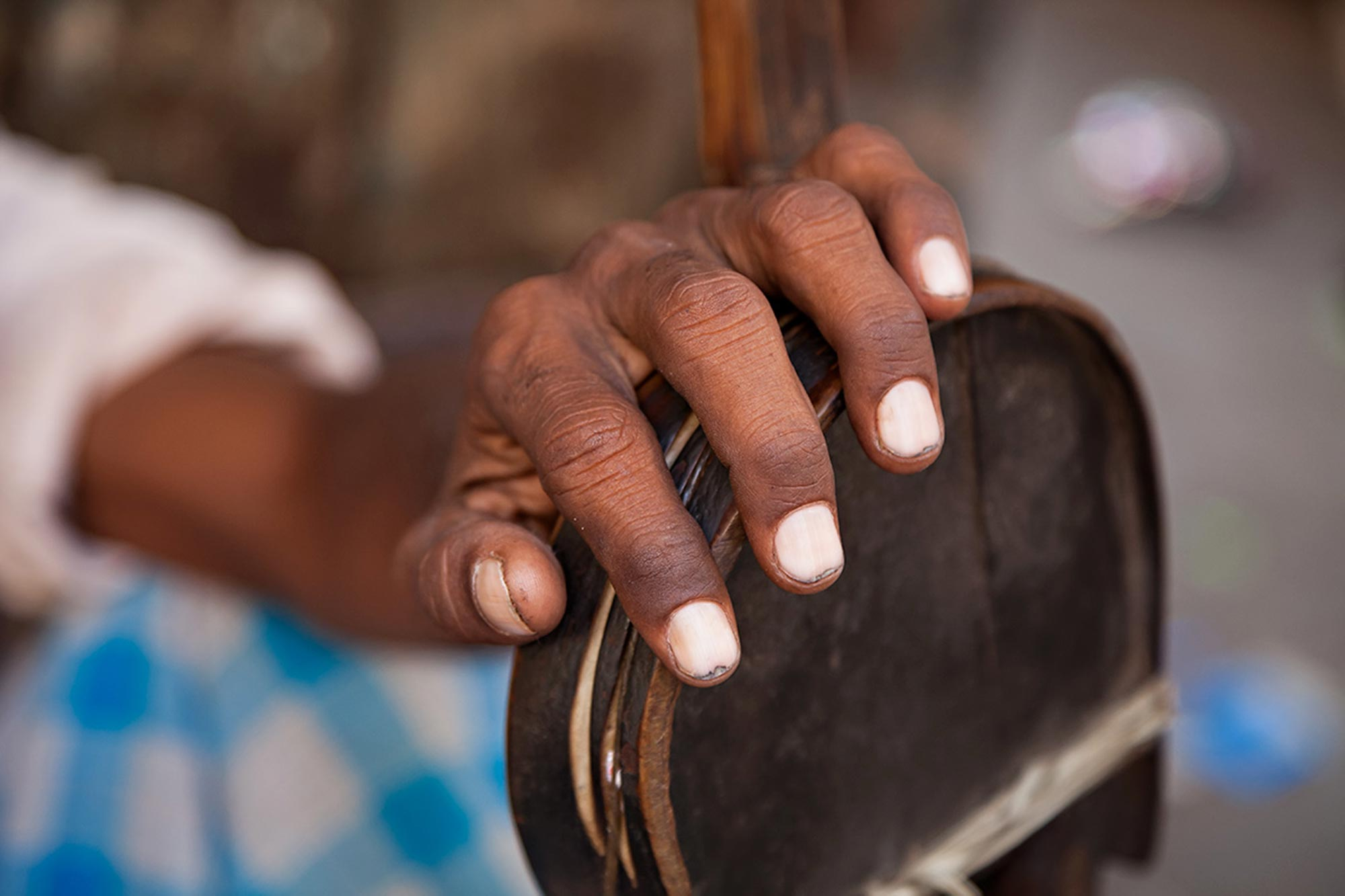 Hands of a craftsman in Kolkata, India. © Ulli Maier & Nisa Maier