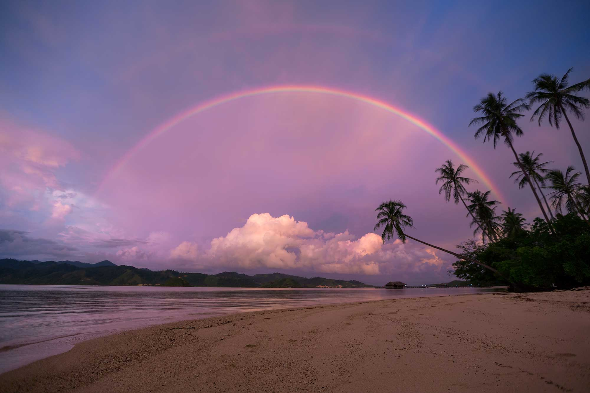 A double rainbow on Cubadak island in West Sumatra, Indonesia. © Ulli Maier & Nisa Maier