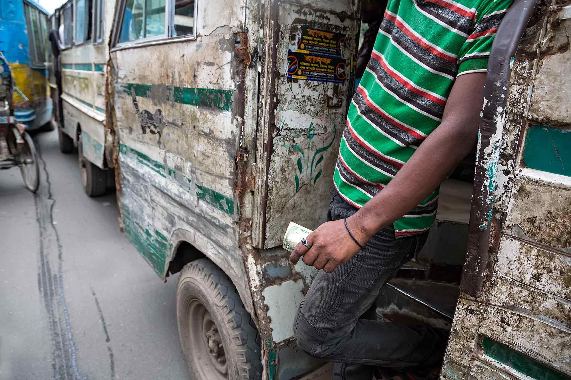 Bus transport in Dhaka, Bangladesh. © Ulli Maier & Nisa Maier