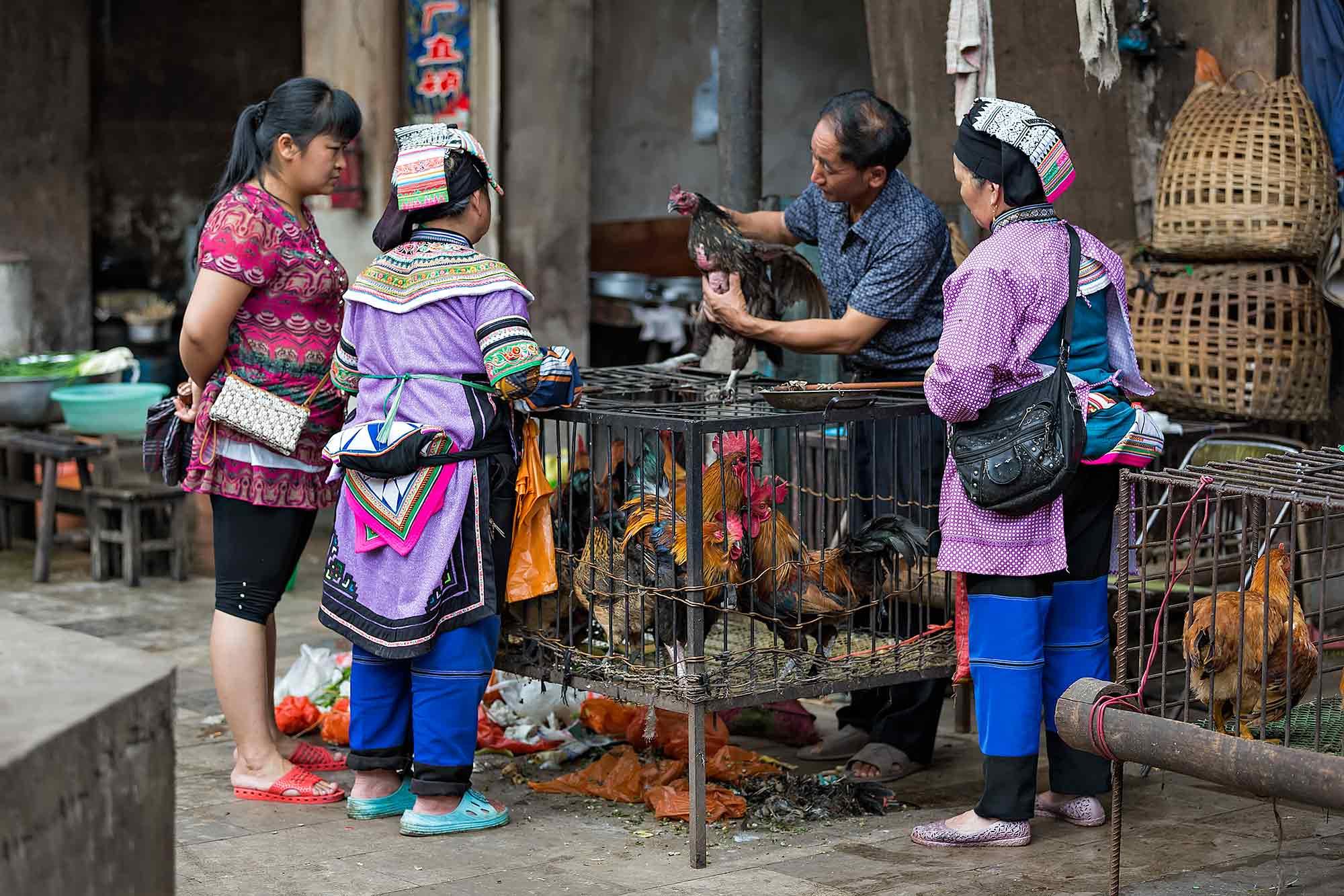 Market scene in Xinjie, Yunnan. © Ulli Maier & Nisa Maier