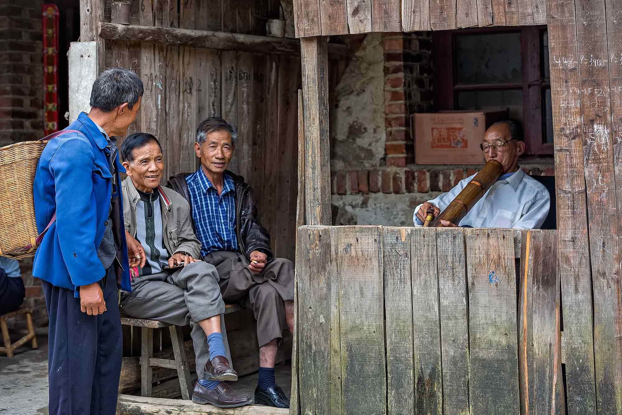 Men smoking a pipe in Xinjie, Yunnan. © Ulli Maier & Nisa Maier