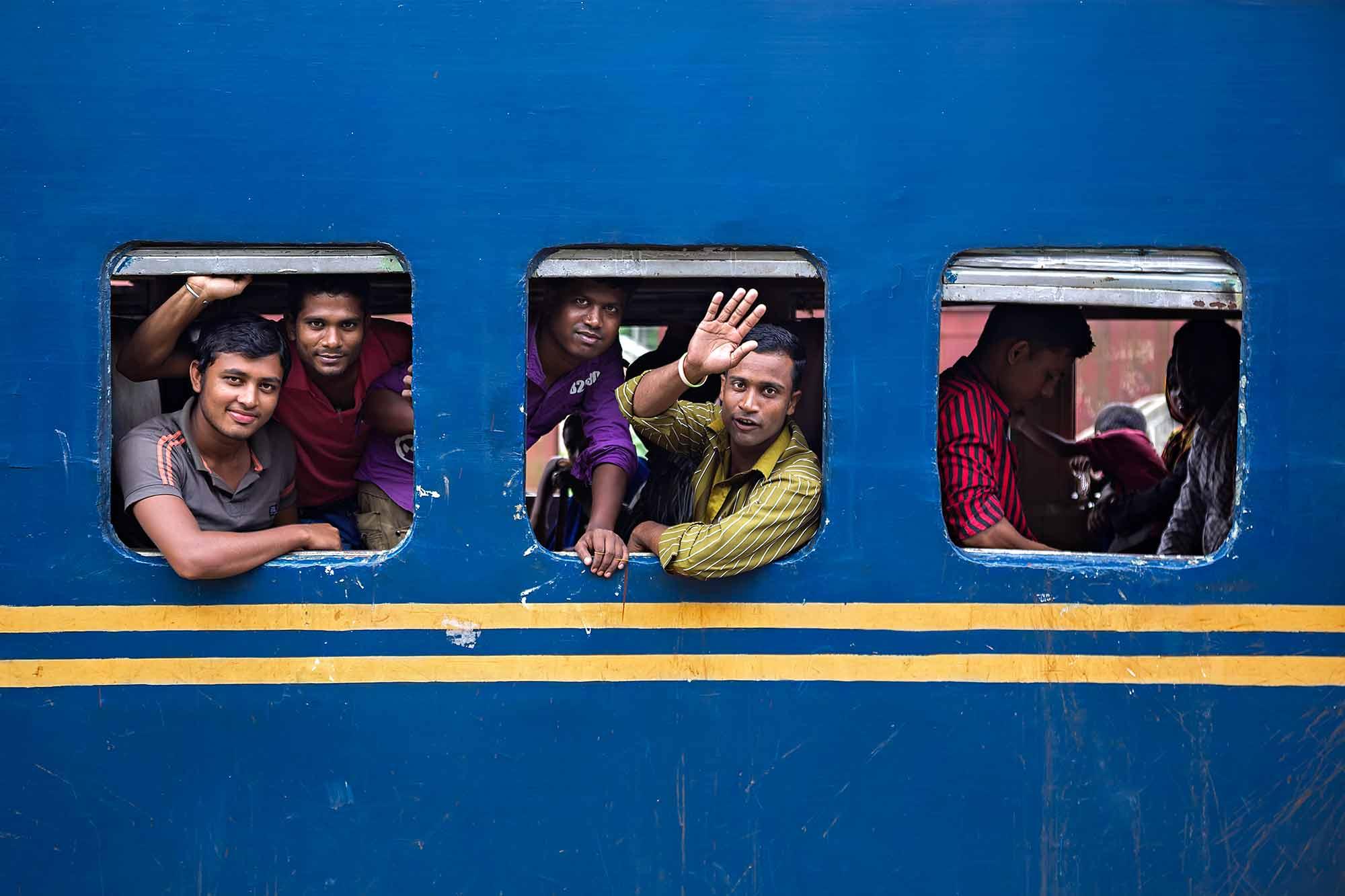 Train travelling Bangladesh. © Ulli Maier & Nisa Maier