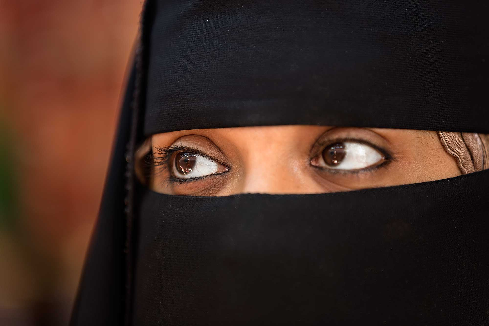 The eyes of a Muslim woman in Salalah. © Ulli Maier & Nisa Maier