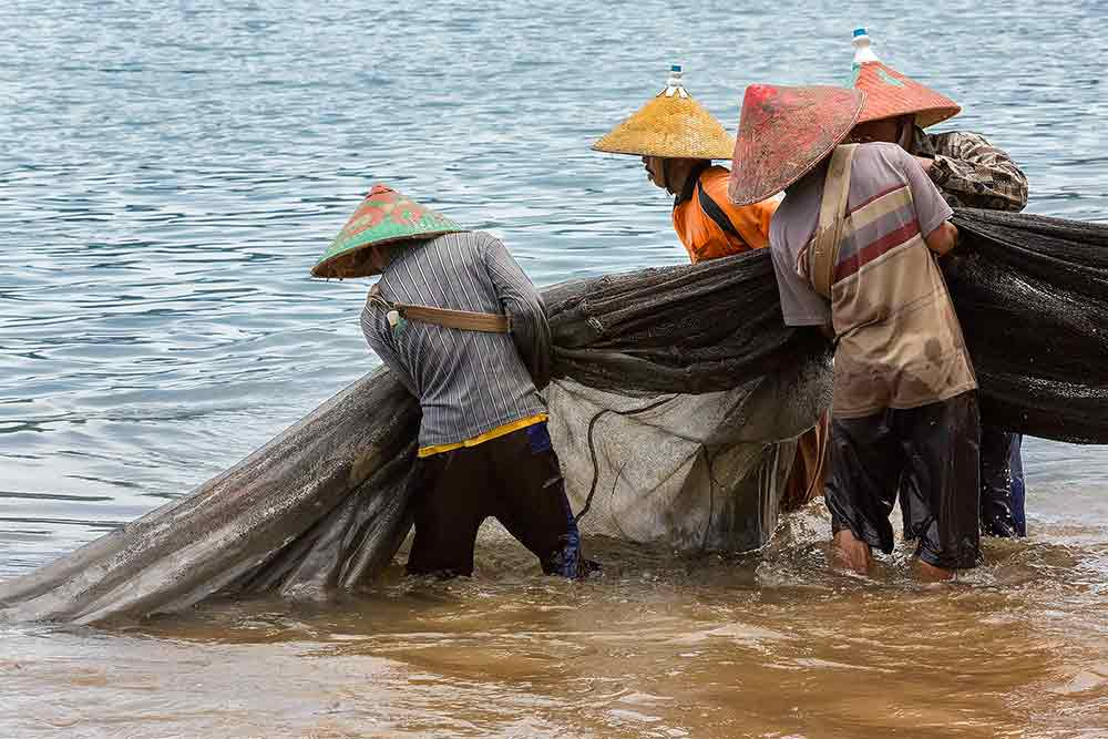 fishermen-bungus-beach-padang-west-sumatra-indonesia-cover