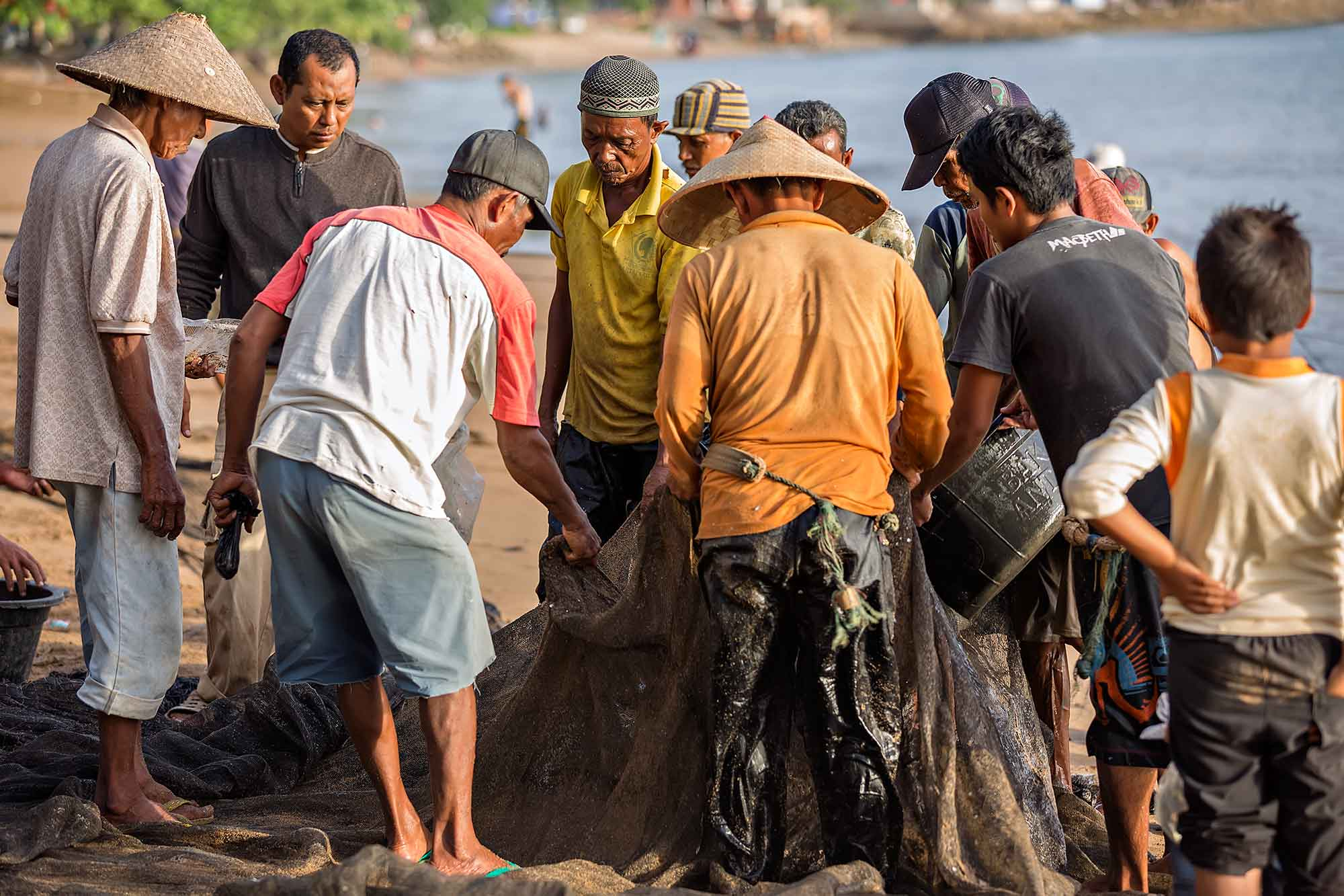 Fishermen browsing through the catch of the day on Bungus beach in West Sumatra, Indonesia. © Ulli Maier & Nisa Maier
