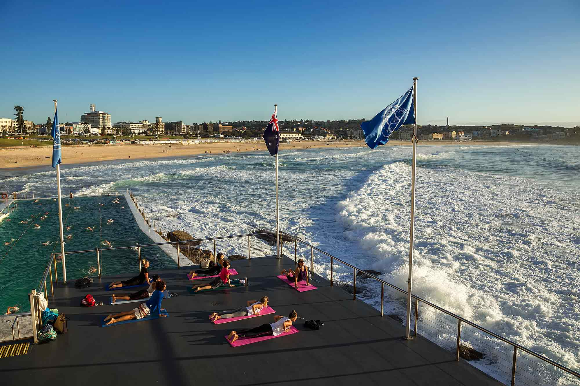 Sydney Coastal Walk: Doing some Yoga near Bondi beach. © Ulli Maier & Nisa Maier