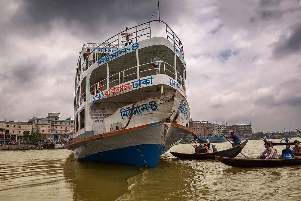 launch-sadarghat-port-buriganga-river-dhaka-bangladesh- cover