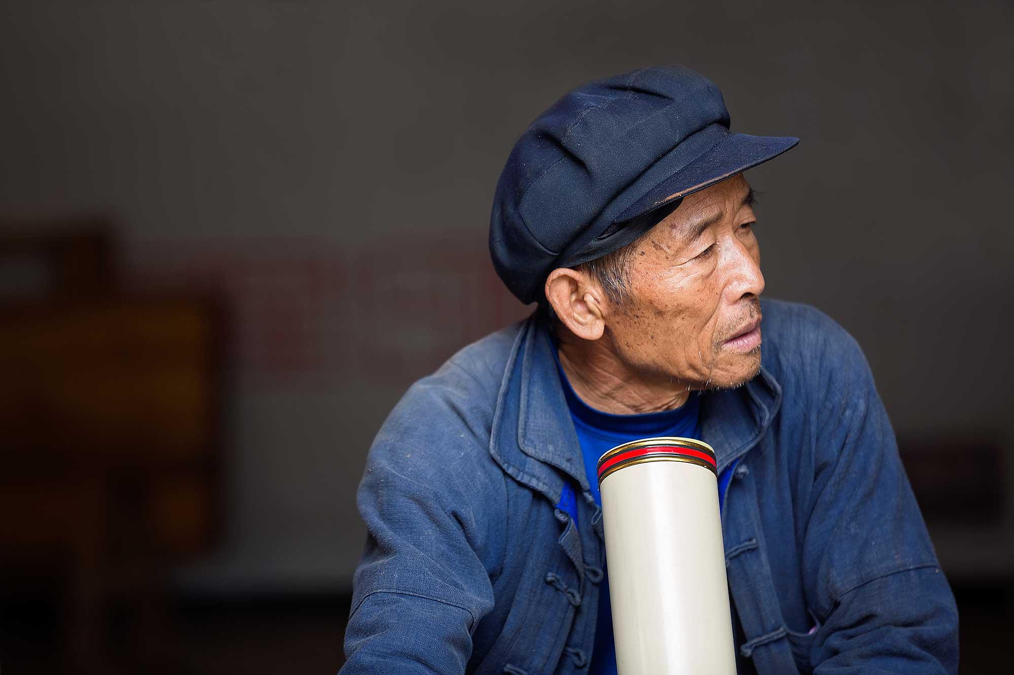 A local Chinese smoking a pipe in Duoyishu, Yunnan. © Ulli Maier & Nisa Maier