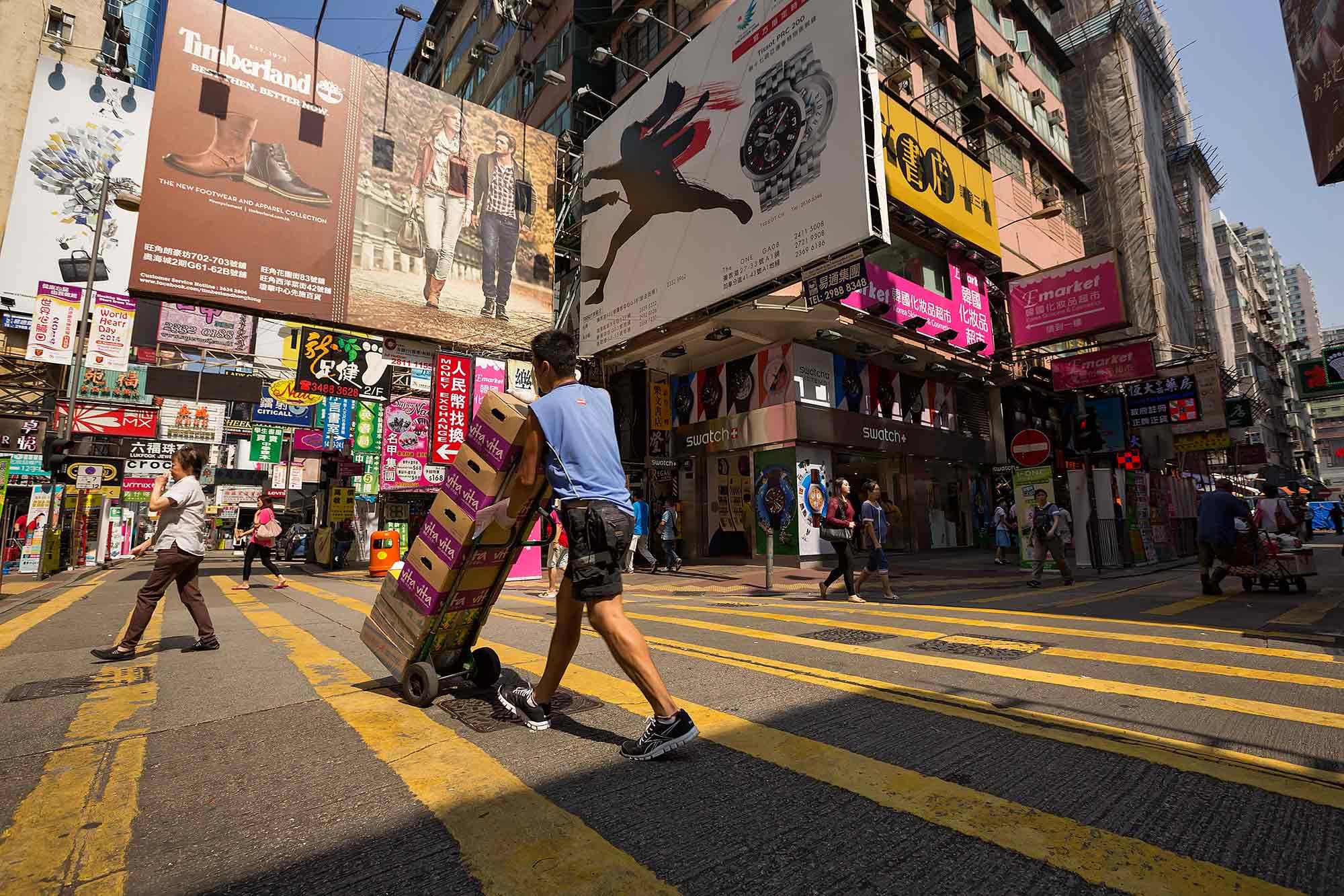 Colourful Mong Kok street life in Hong Kong. © Ulli Maier & Nisa Maier