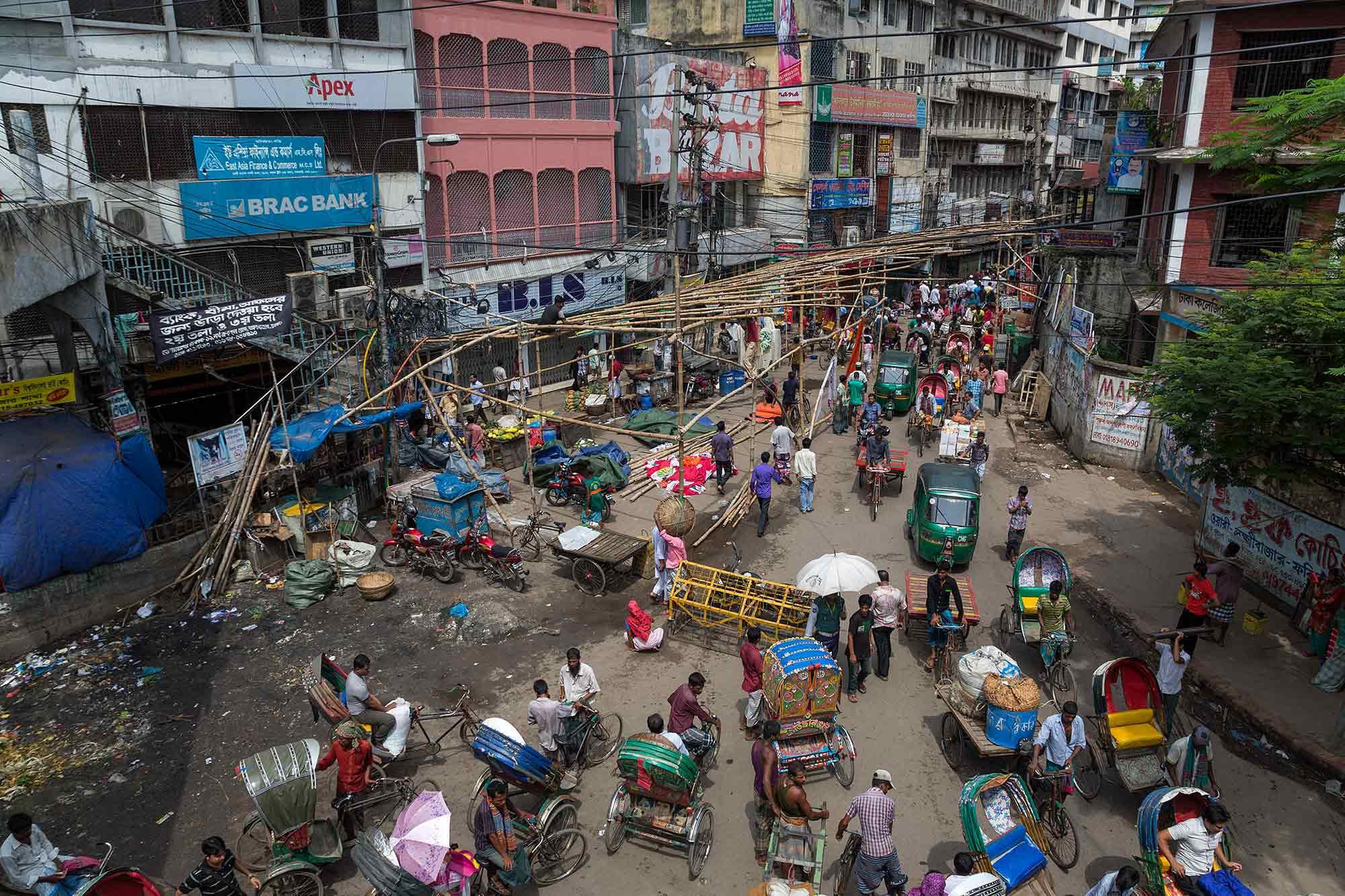 Busy Dhaka, Bangladesh. © Ulli Maier & Nisa Maier