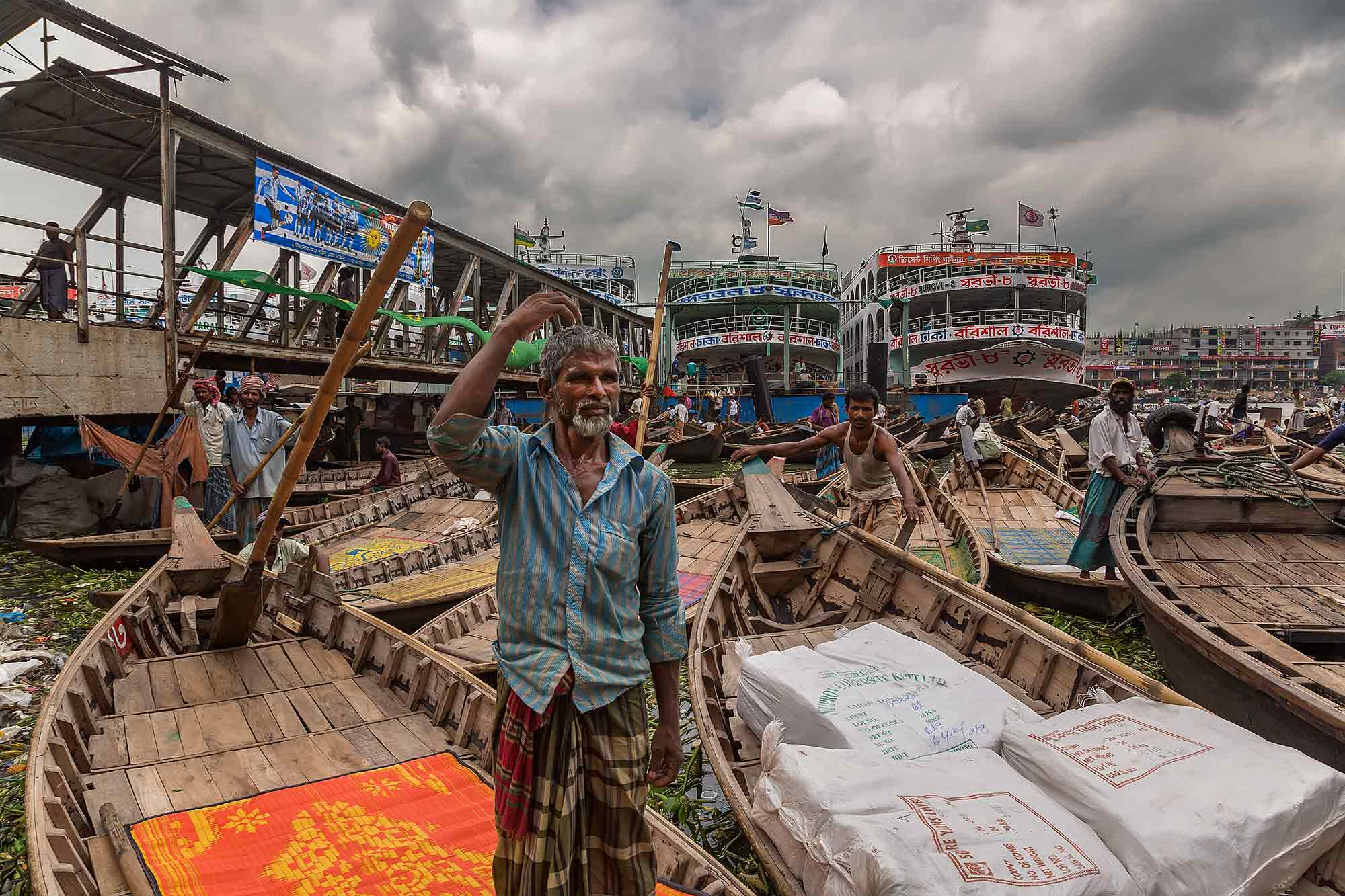 It's busy 24/7 at Sadarghat port in Dhaka, Bangladesh. © Ulli Maier & Nisa Maier