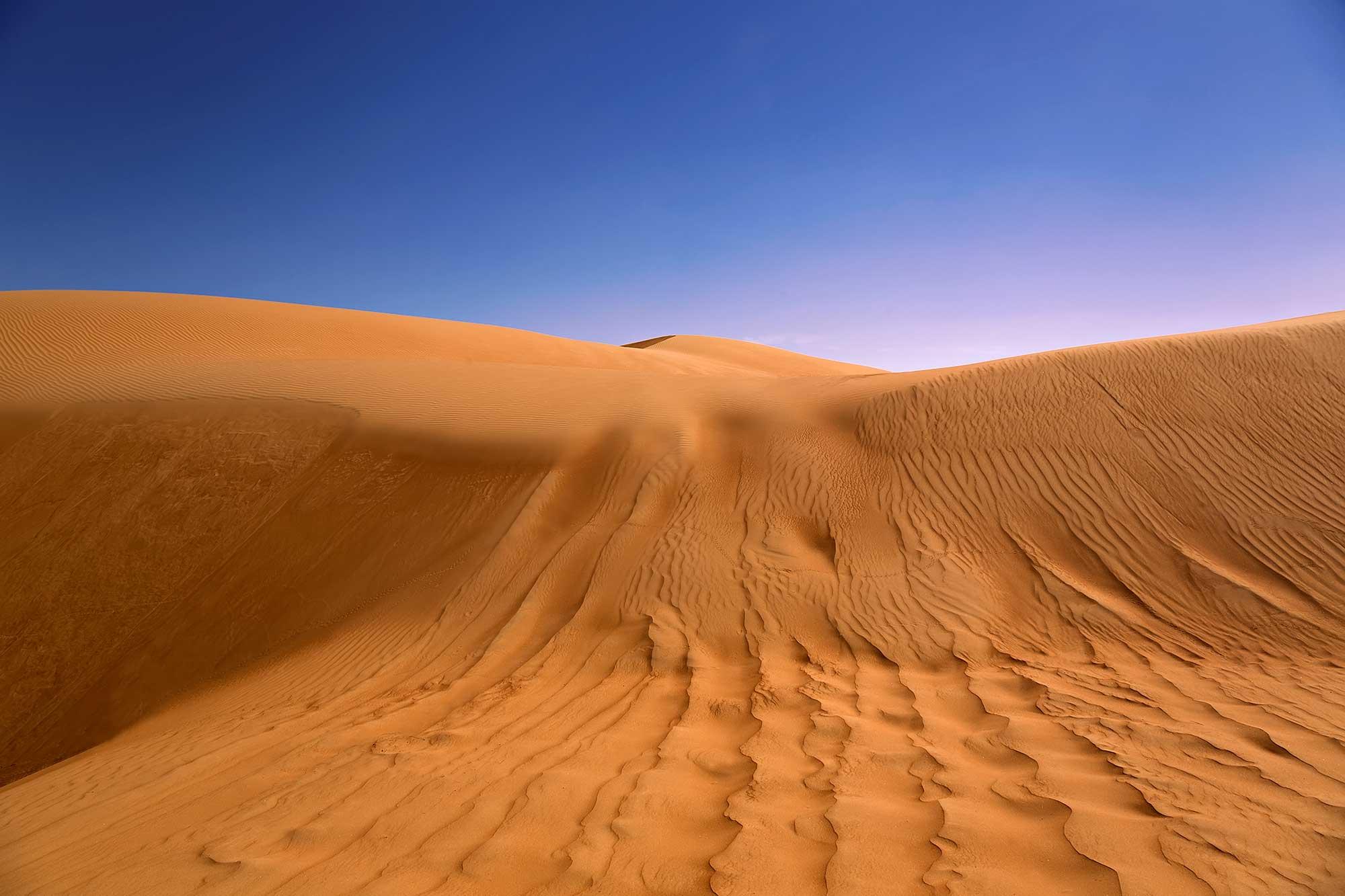 Sand dunes of the Rub' al Khali desert. © Ulli Maier & Nisa Maier