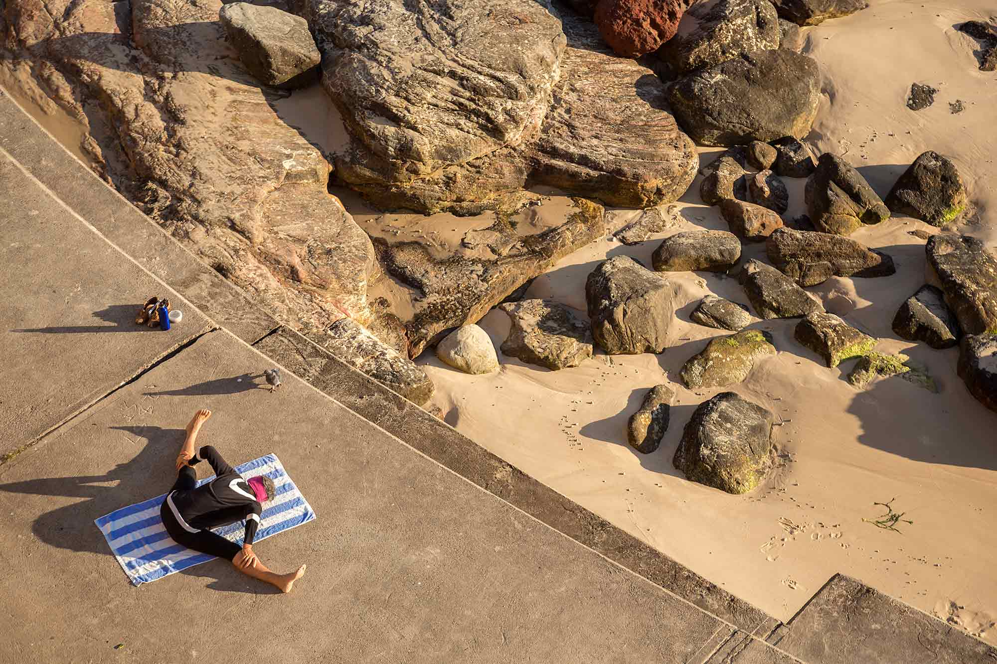 Sydney Coastal Walk: Doing some Yoga at Bronte Beach. © Ulli Maier & Nisa Maier