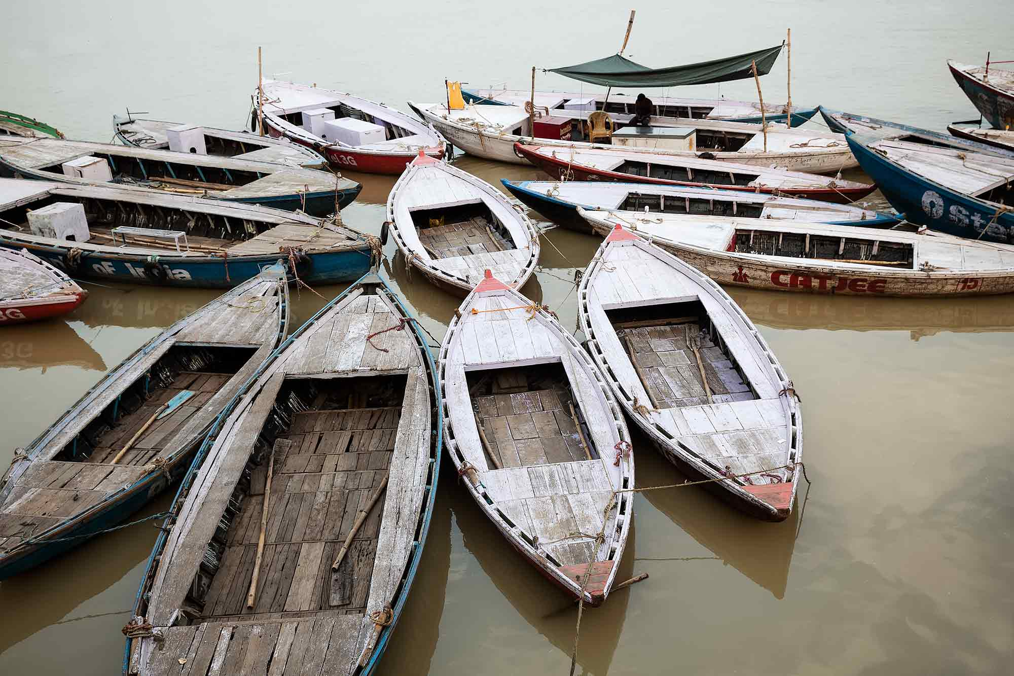 boats-ganges-varanasi-india-1