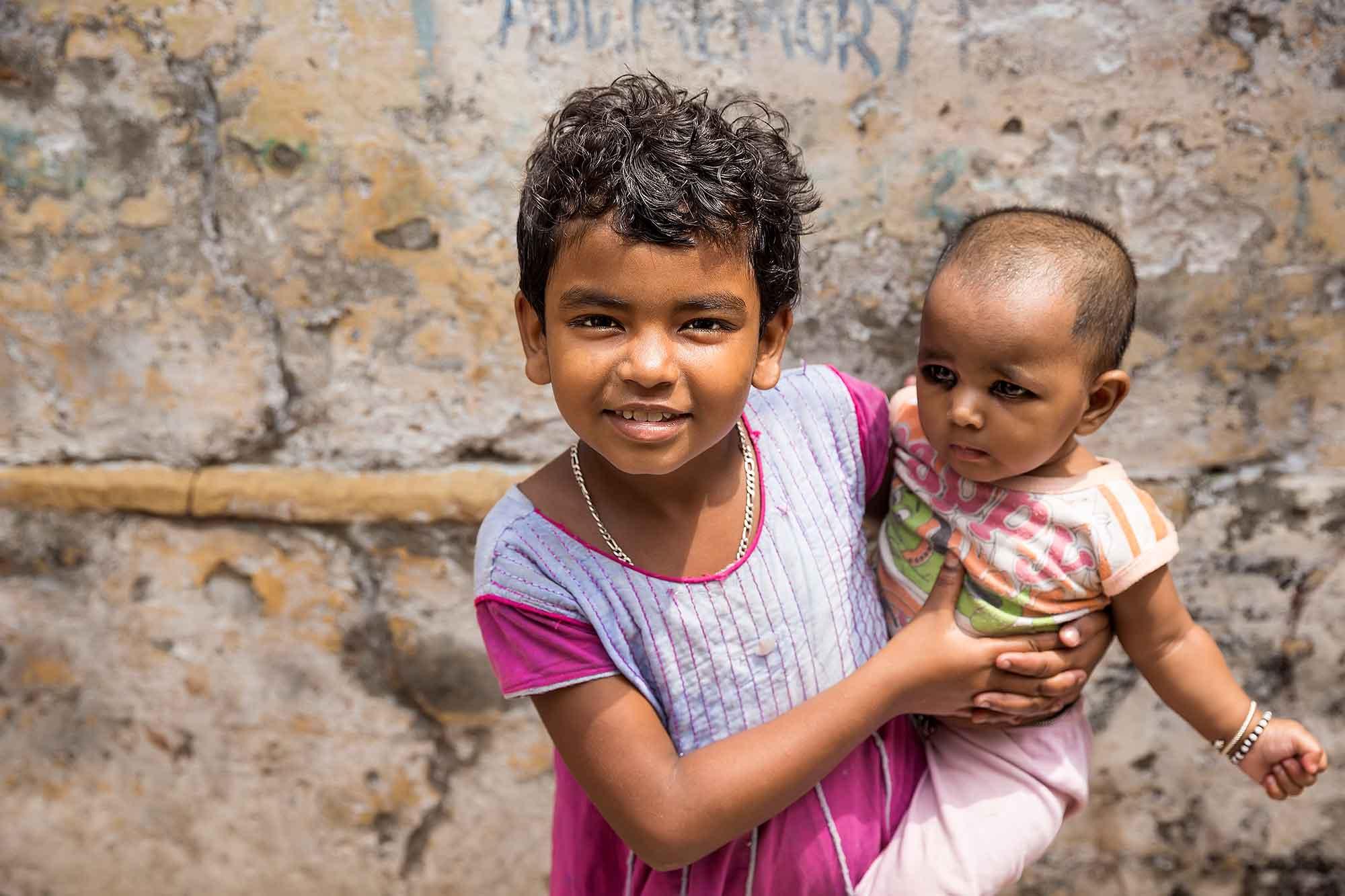 children-streets-varanasi-india