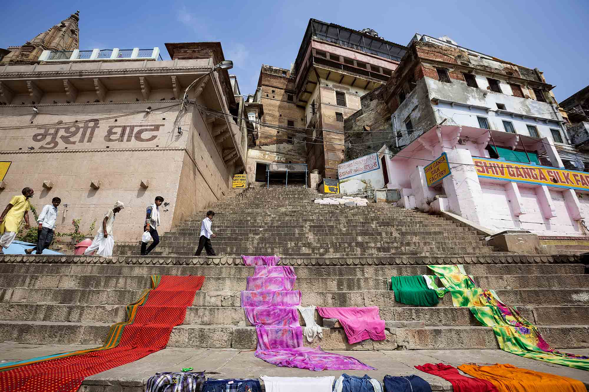 drying-cloths-ghats-ganges-river-varanasi-india