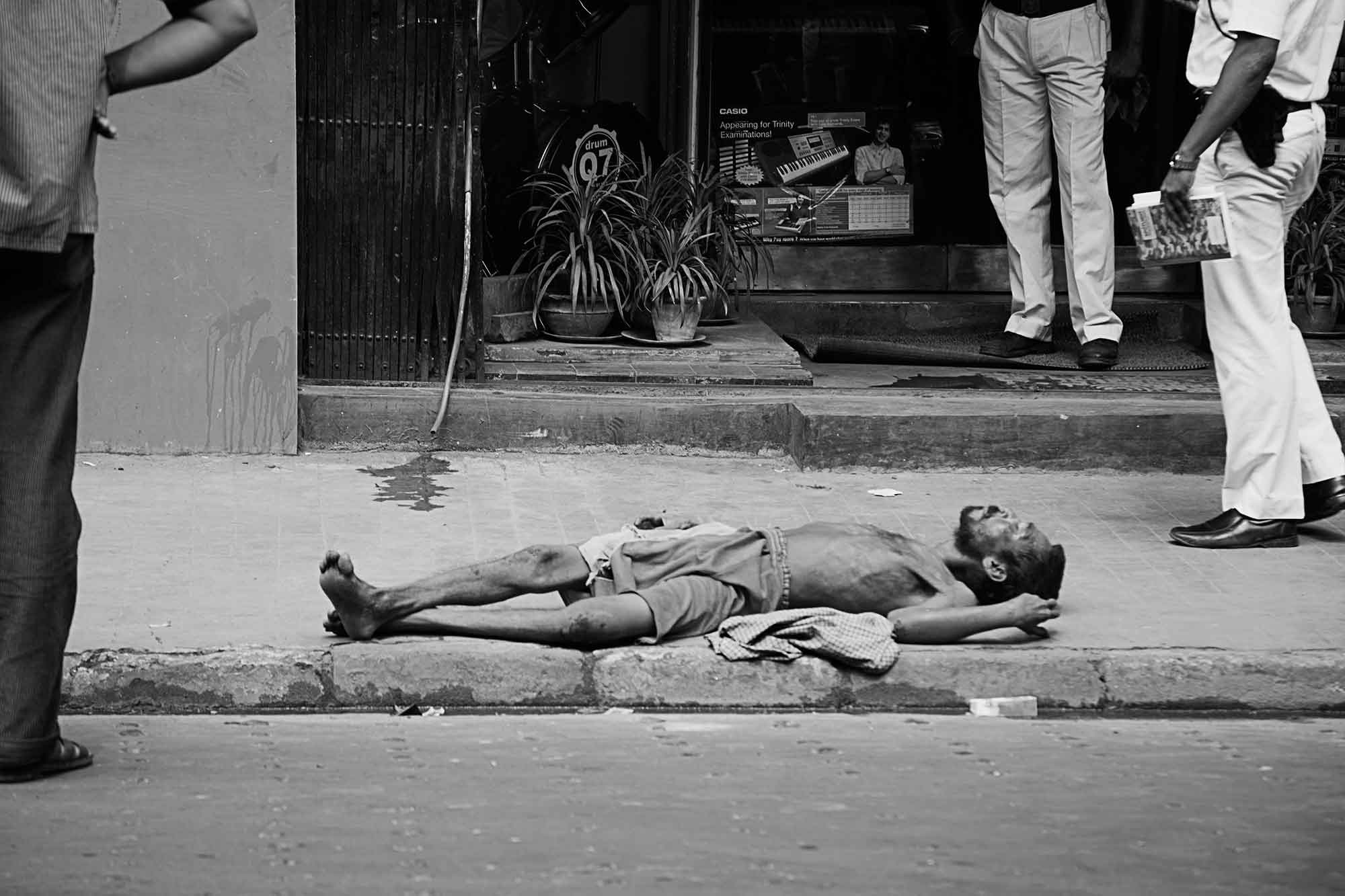 dying-man-streets-kolkata-india