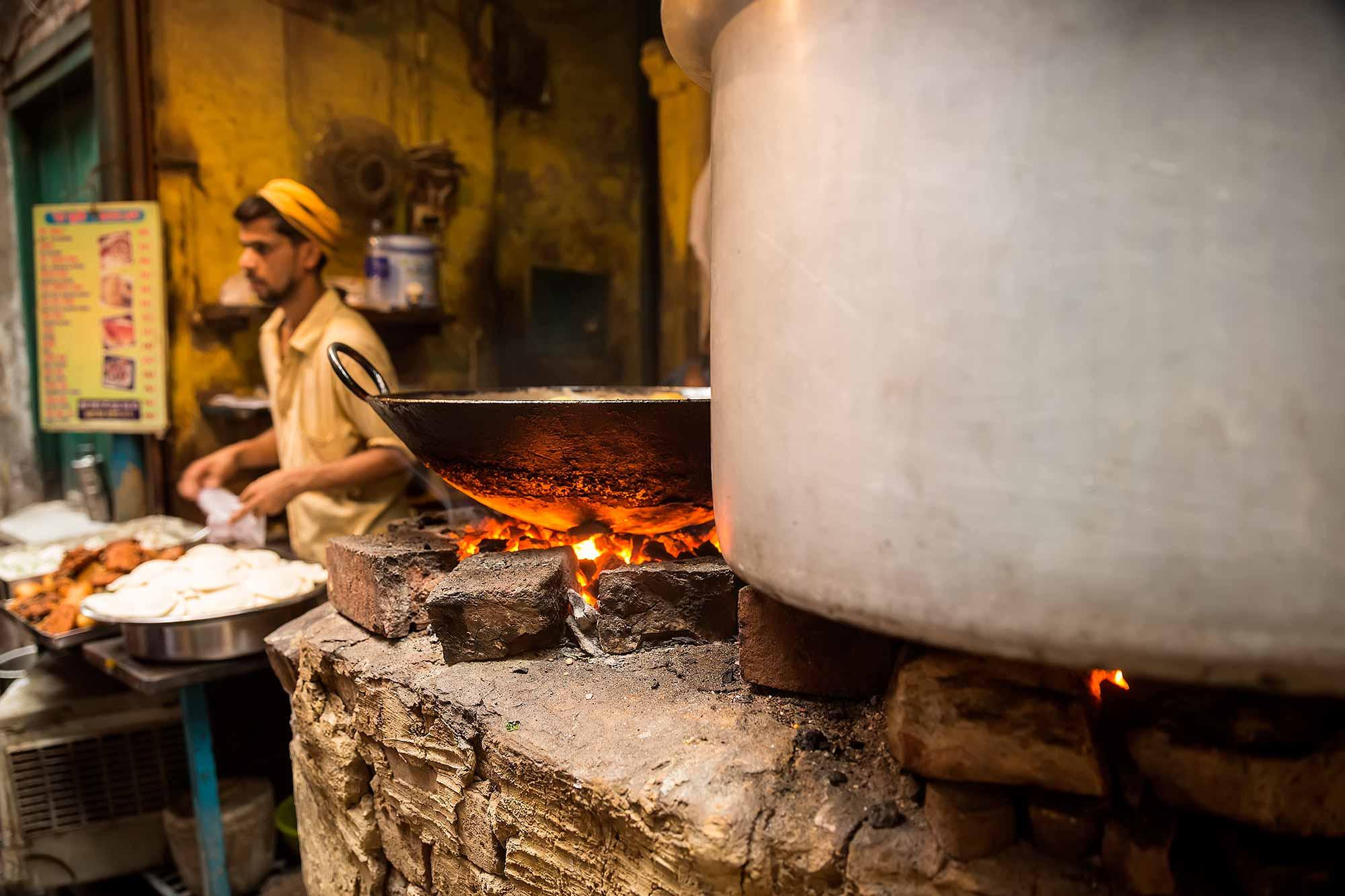 food-stall-streets-varanasi-india