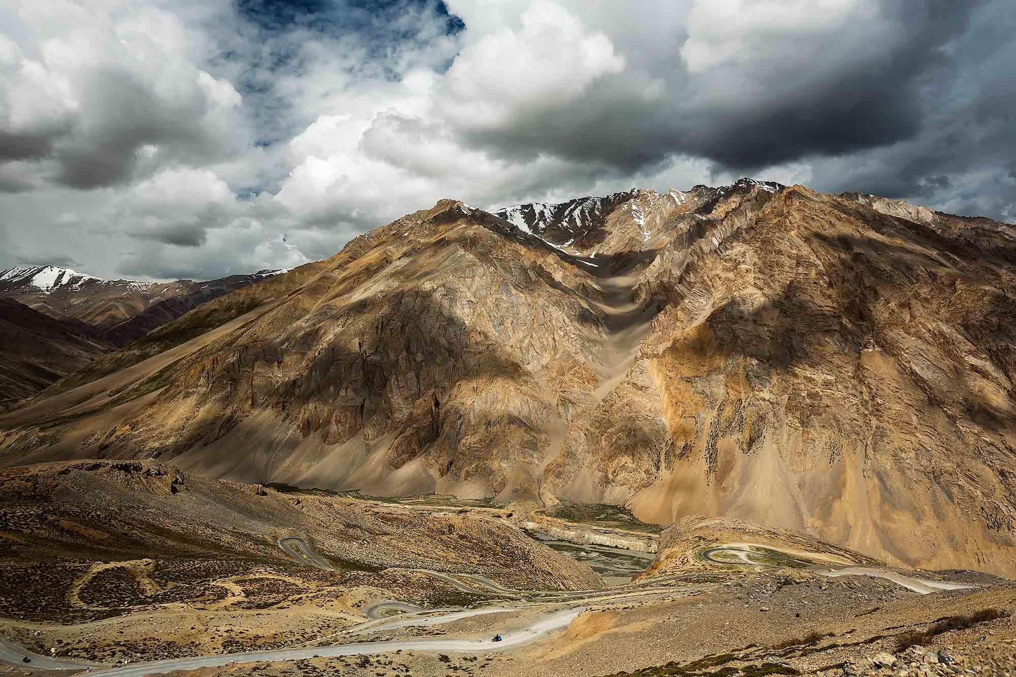 leh-manali-highway-kashmir-ladakh-himalayas-india