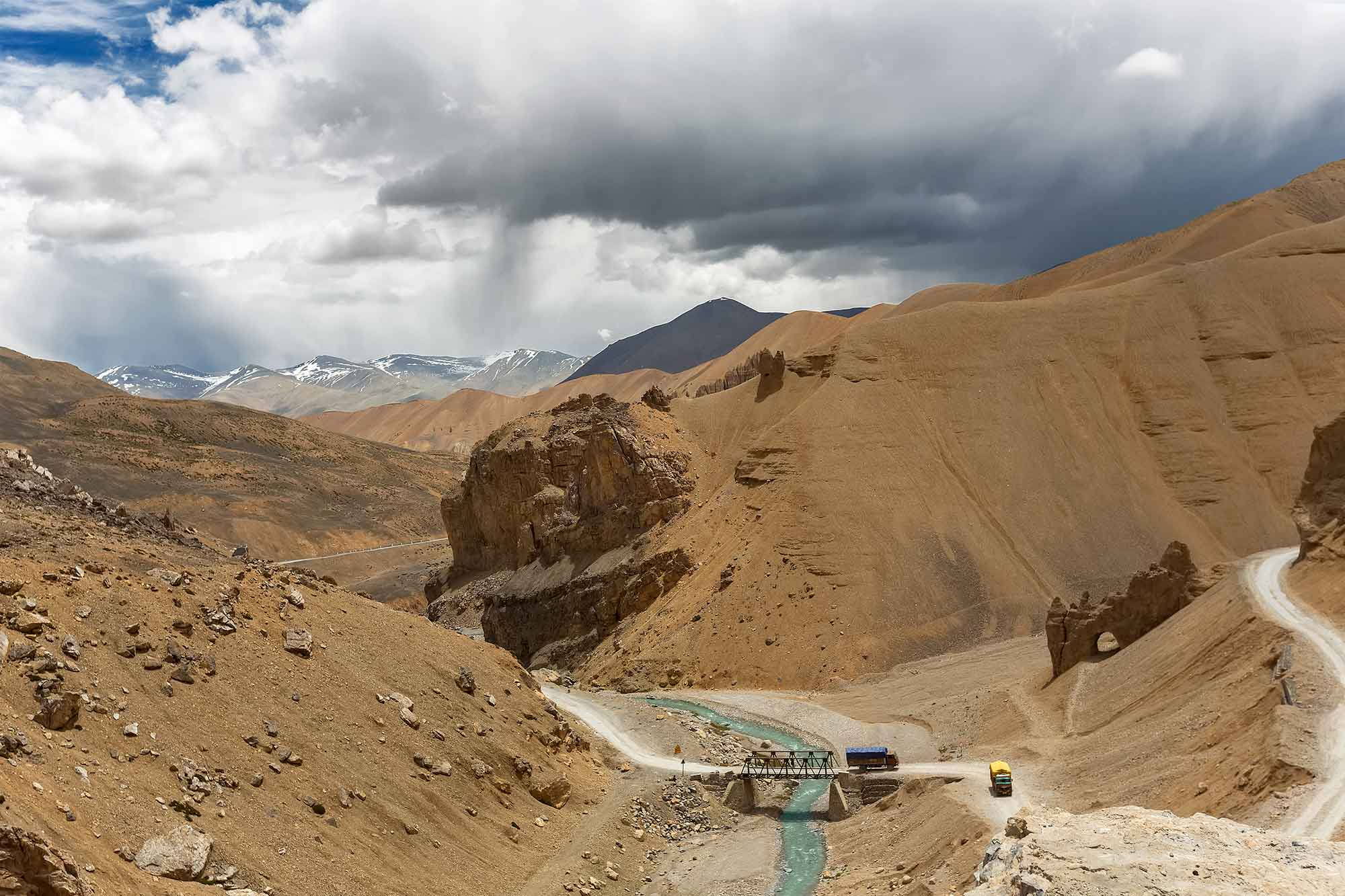 leh-manali-highway-kashmir-ladakh-india-natural-arch