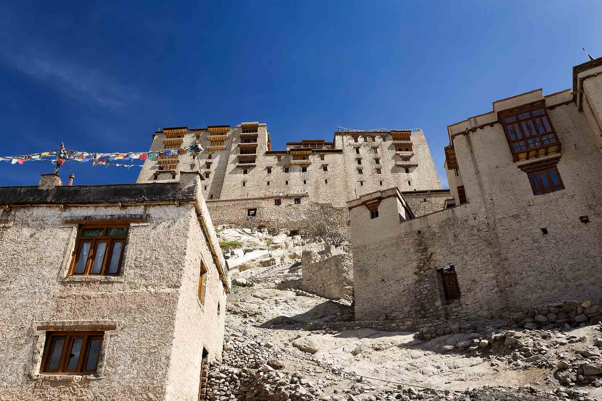 leh-palace-ladakh-kashmir-india-1