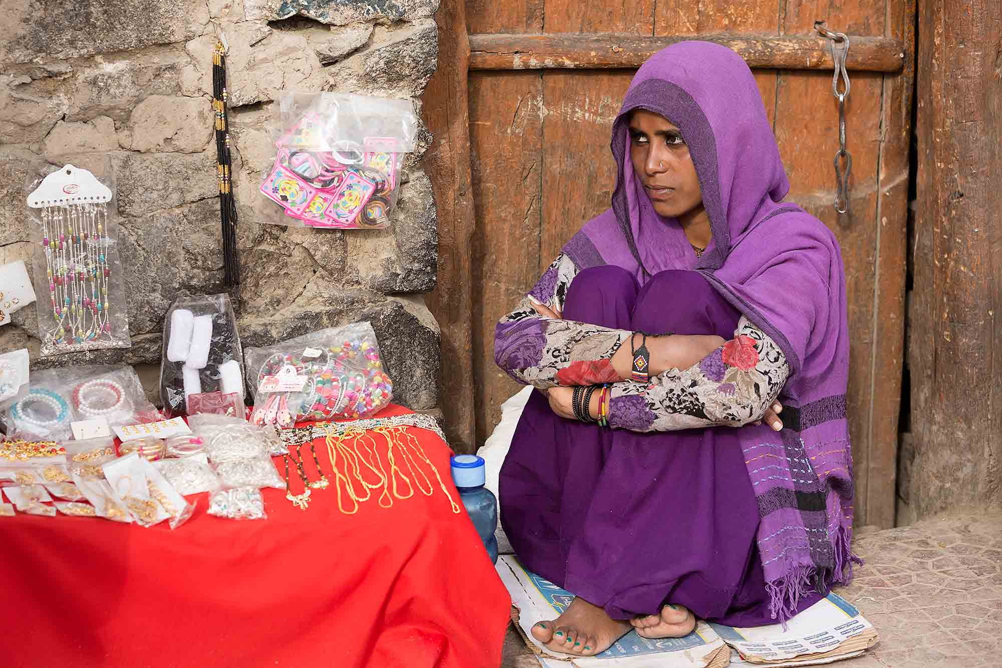 market-woman-leh-ladakh-kashmir-india