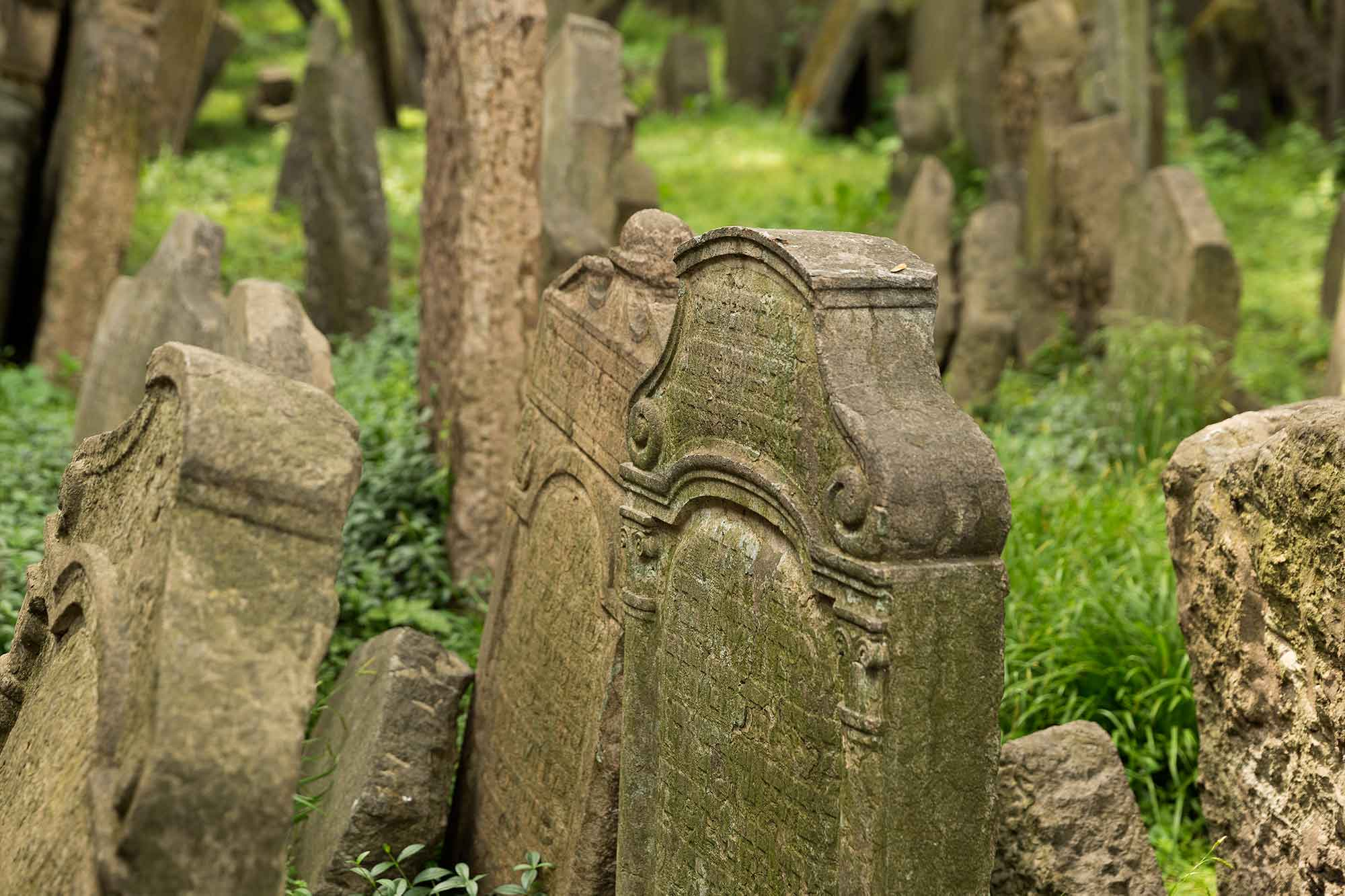 old-jewish-cemetery-josenov-prague-czech-republic