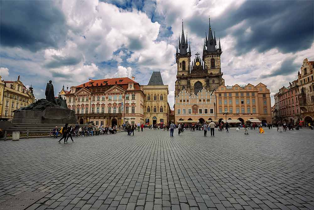 prague-old-town-spare-tyn-church-czech-republic-featured