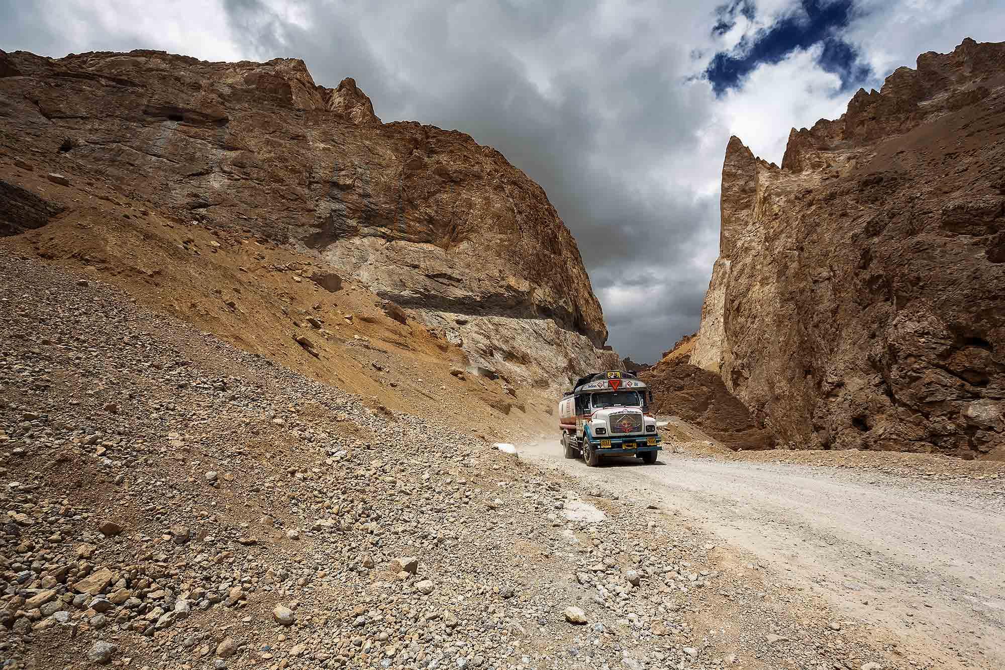 truck-leh-manali-highway-kashmir-ladakh-india
