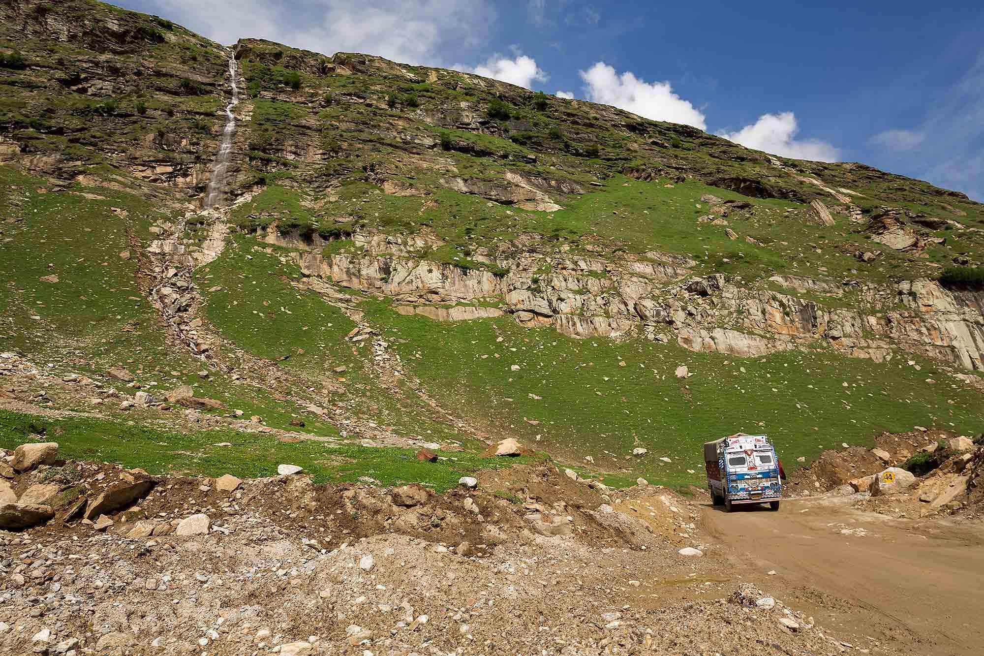 truck-leh-manali-highway-rothang-pass-kashmir-ladakh-india