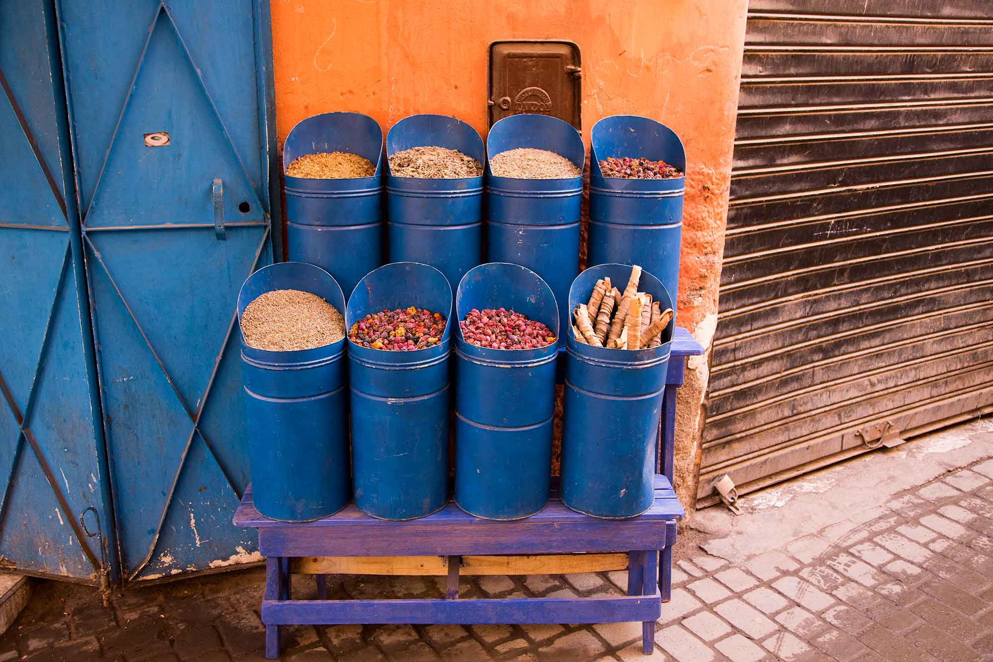 Herbs and spices can be found at every market in Morocco. © ULLI MAIER & NISA MAIER