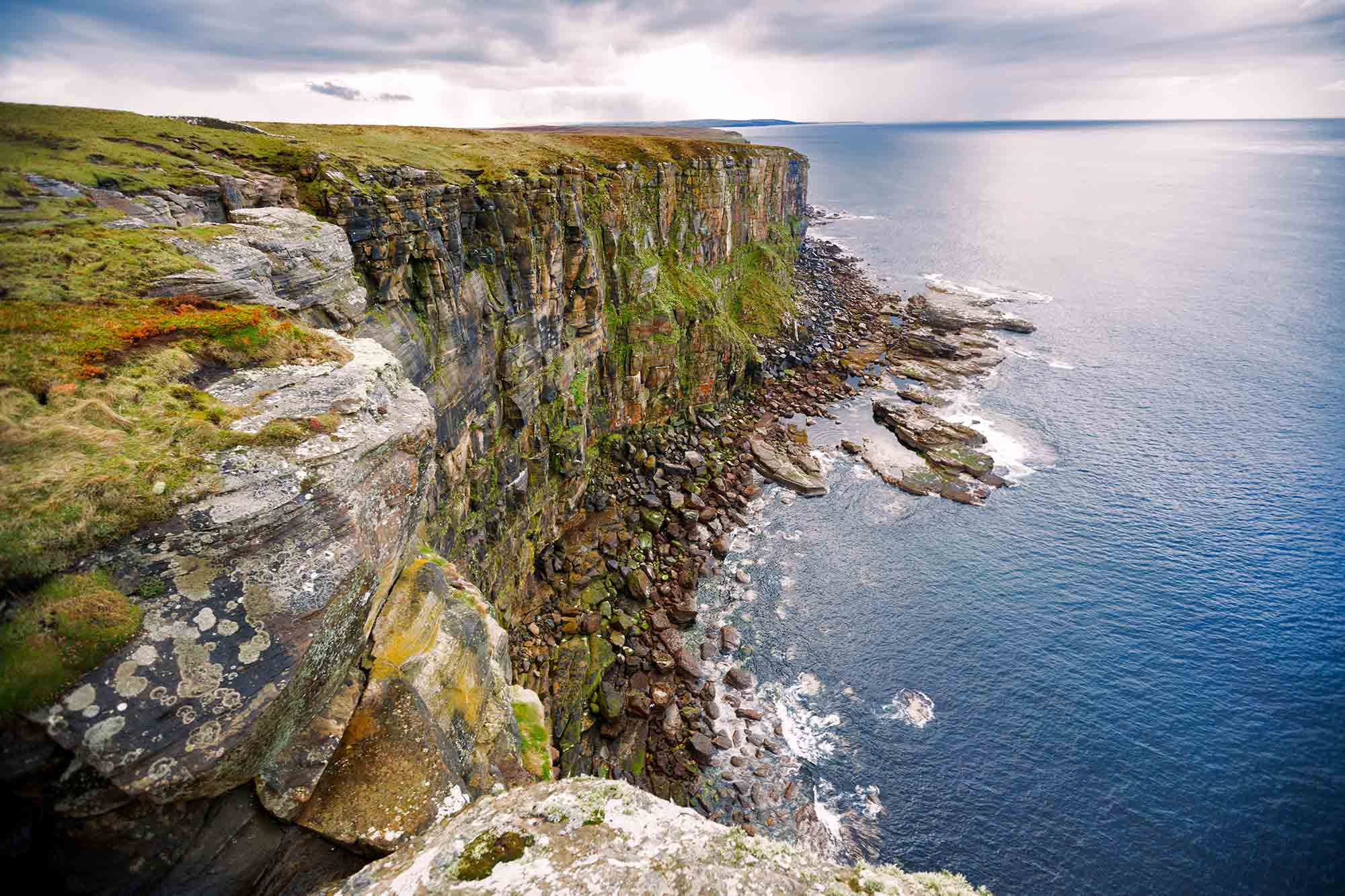 isle-of-skye-coast-cliff-scotland-1